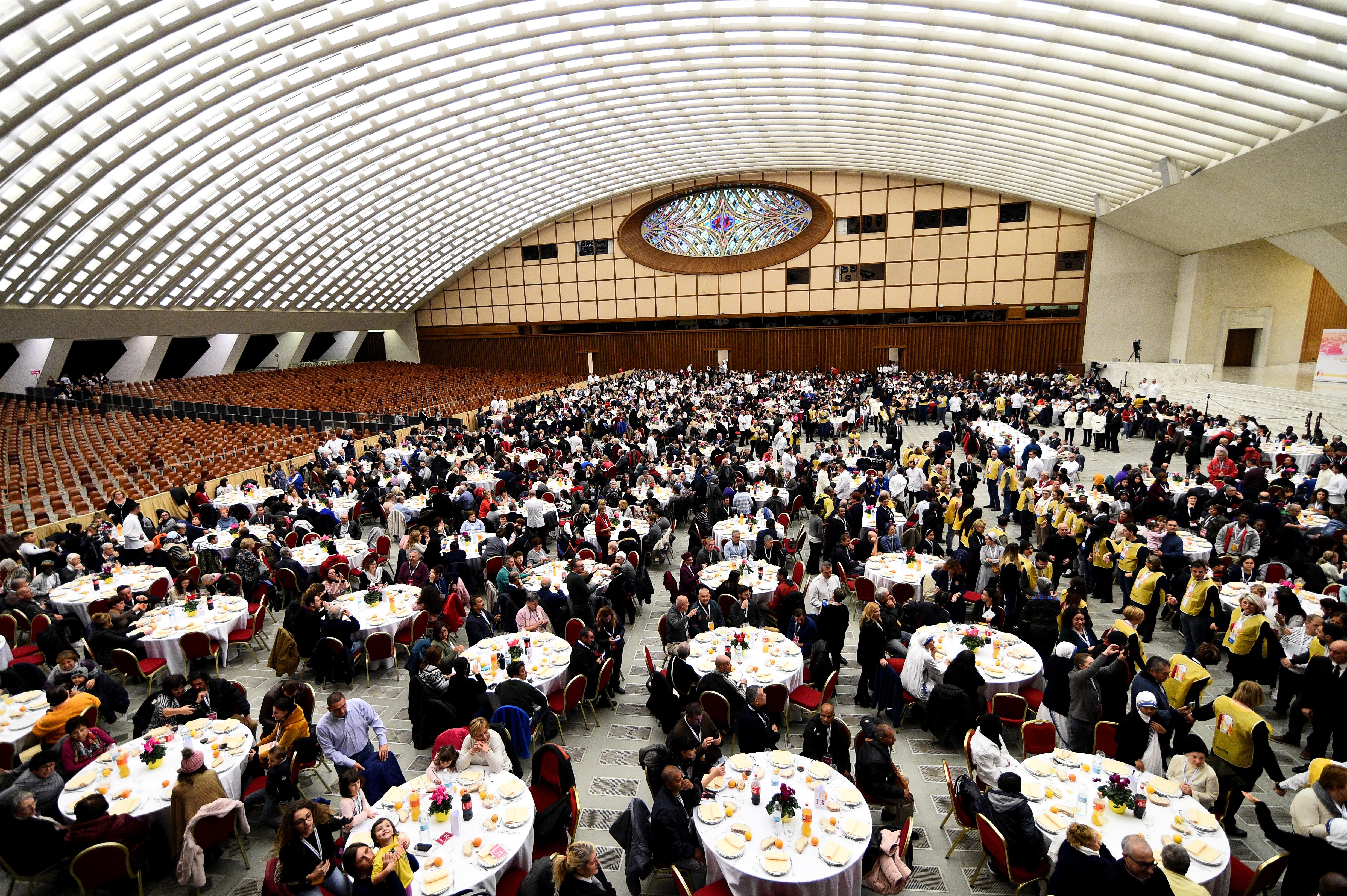 El papa recibió a 1.500 personas para comer en el Vaticano