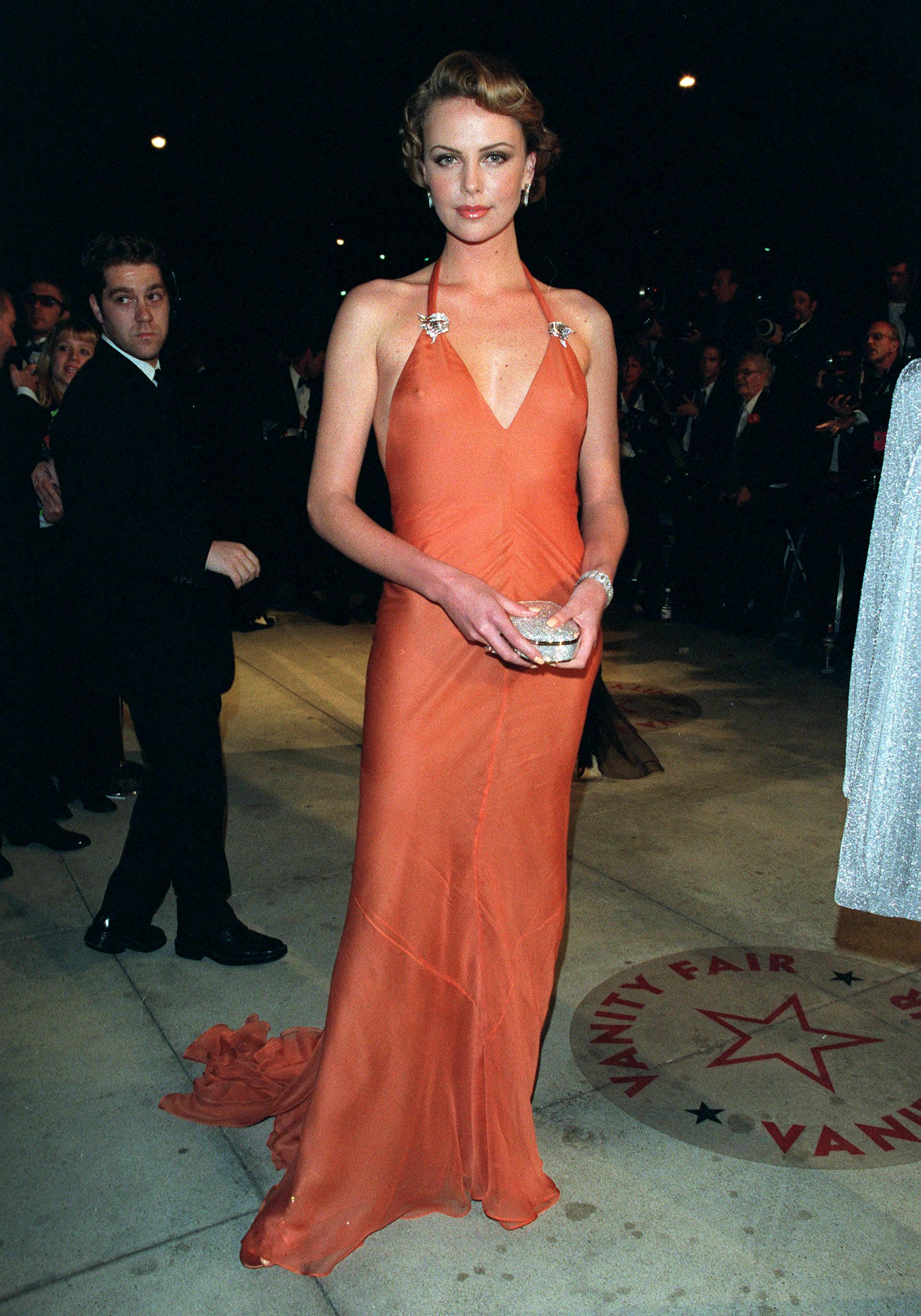 Charlize Theron en los premios Oscar del año 2000. Desde entonces, Theron se ha convertido en una habitué de los premios de la Academia de Hollywood. Este año podría llevarse su segundo Oscar. Anteriormente ganó como actriz protagónica por el drama