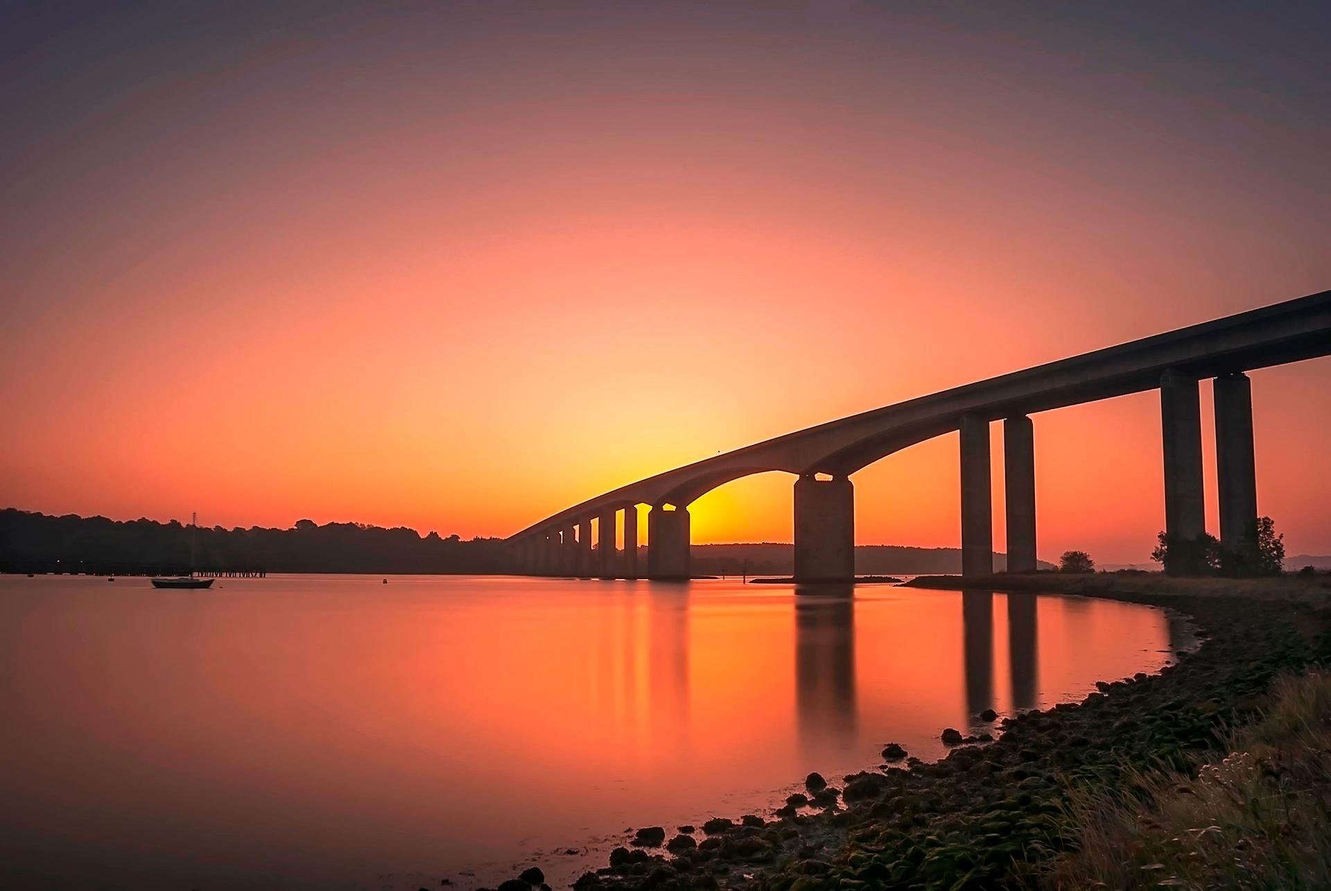Ipswich es un distrito no metropolitano y capital del condado de Suffolk, en Inglaterra, situado en el estuario del río Orwell. Es la combinación fascinante de un puerto antiguo, un centro comercial concurrido y una ciudad histórica muy atractiva. Los 150.000 habitantes hacen que sea una ciudad ideal para estudiantes extranjeros: ni demasiado grande ni demasiado pequeña