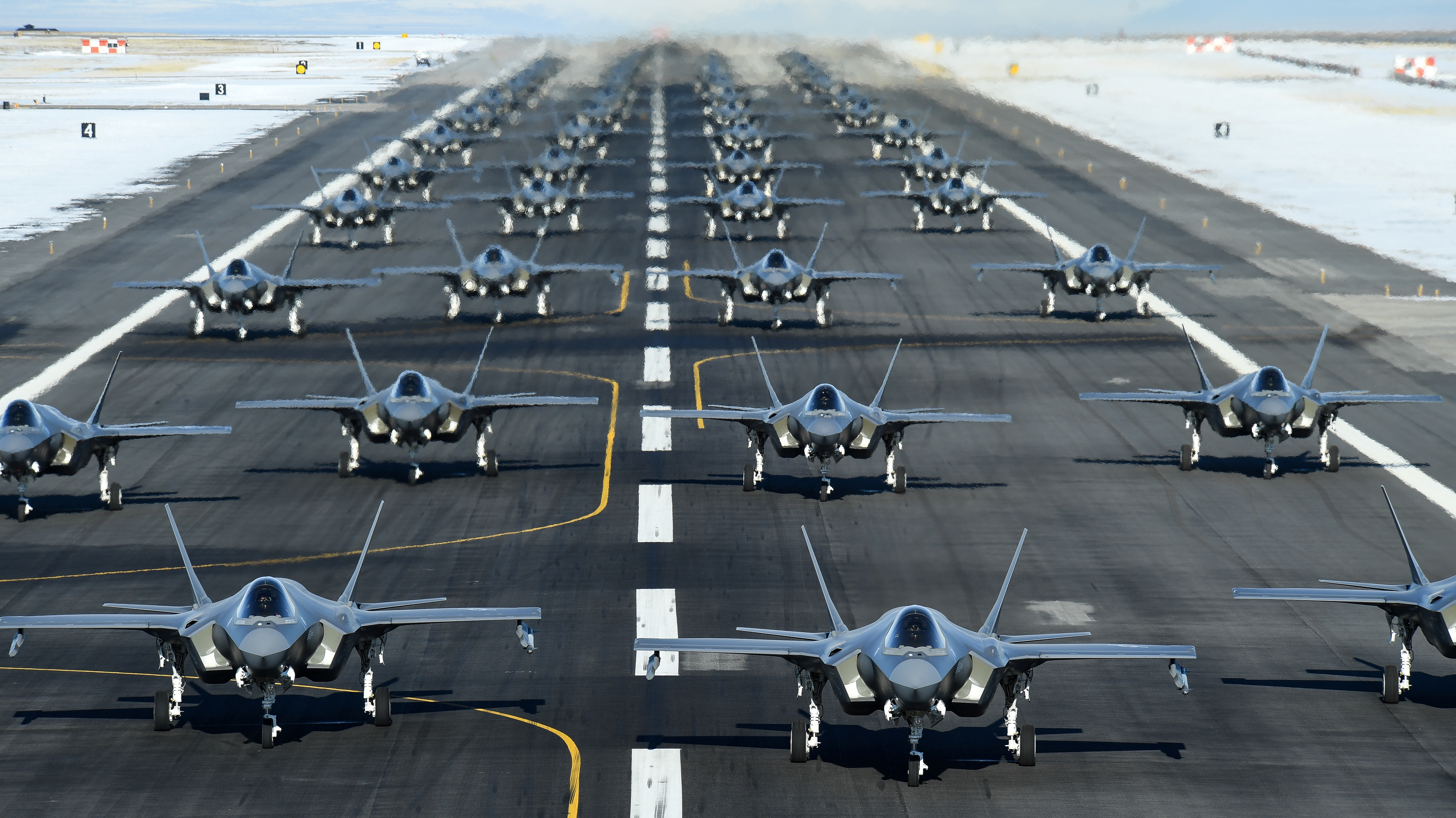 52 F 35 Listos Para La Guerra El Ejercicio Aéreo Que Muestra Parte Del Poderío Militar Absoluto De Los Estados Unidos Infobae
