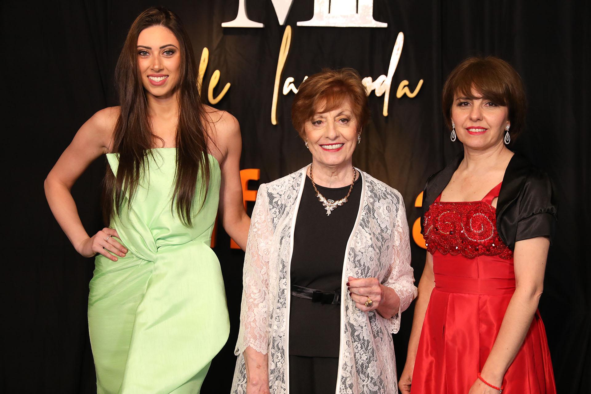 Mabel Ibañez vestida por la marca de su hijo Jorge Ibañez , junto a Micaela y Alejandra de su staff y vestidas también por Ibánez (Chule Valerga)