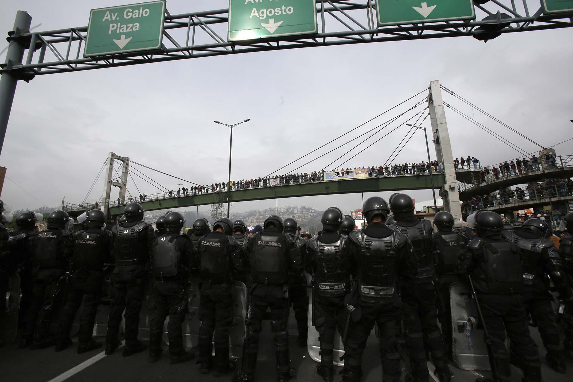 Los manifestantes cortaron autopistas en rechazo al aumento de los precios del combustible (AP Photo/Dolores Ochoa)