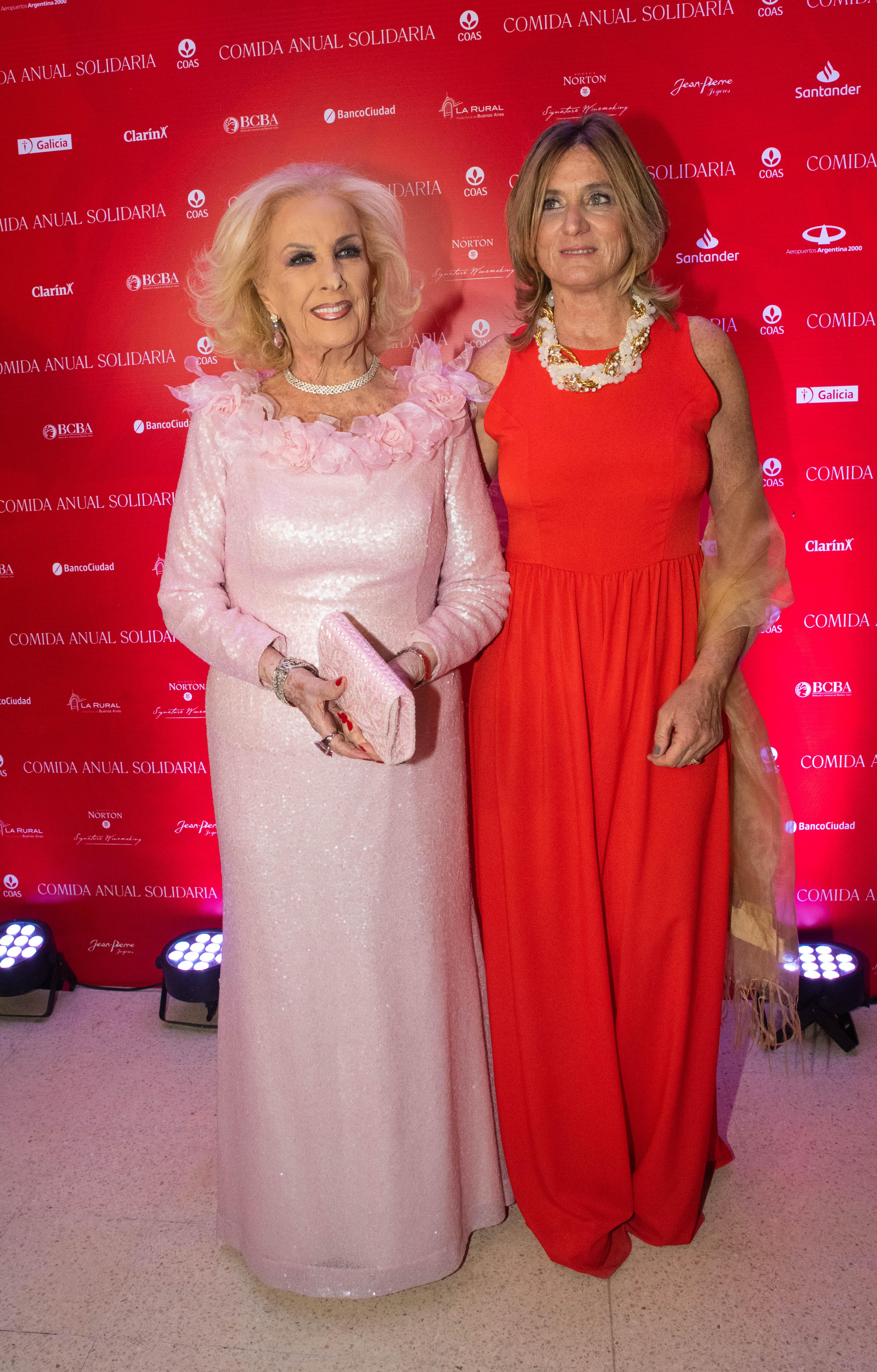 Mirtha Legrand y la presidente de COAS, Josefina González Guerrico. Desde hace más de 40 años, COAS apoya a los hospitales públicos de la ciudad. Hoy, continúa apostando por la actualización tecnológica como un modo de mejorar la atención que reciben los pacientes