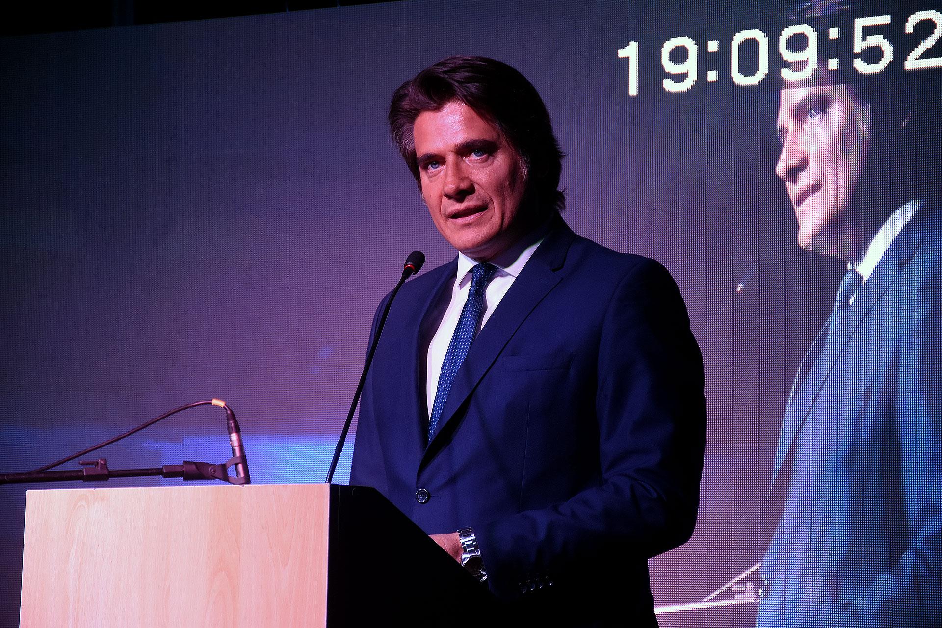 La conducción del evento estuvo a cargo de Guillermo Andino, quien animó a los presentes a participar de las distintas subastas de objetos, que se remataron para colaborar con la Fundación GEDYT