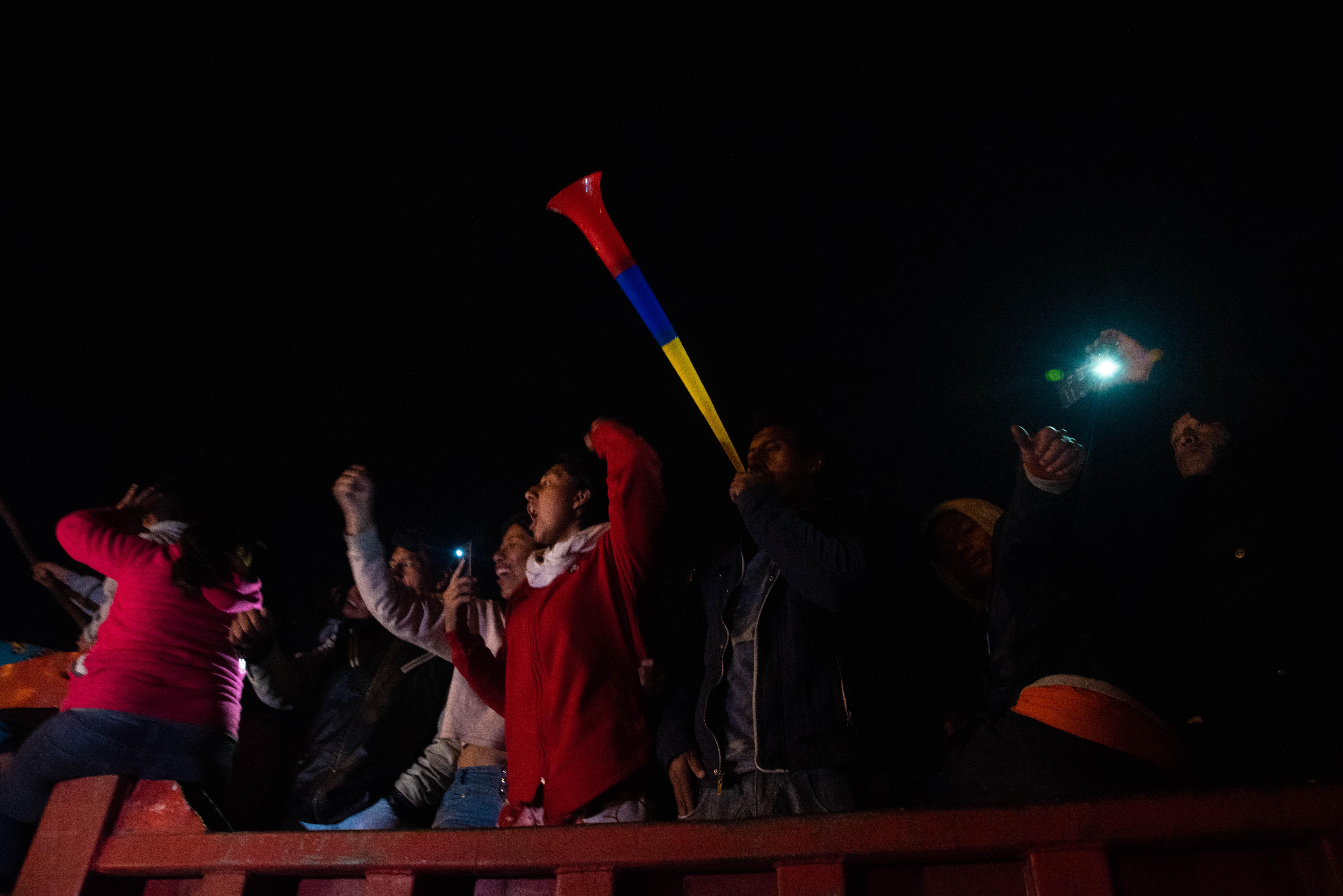 Muchos manifestantes salieron a festejar con cornetas