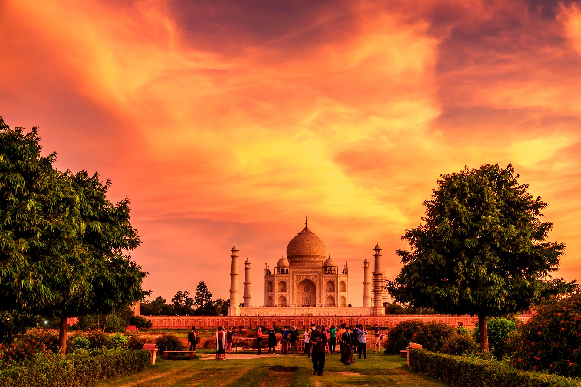 El encanto mágico del Taj Mahal atrae a los turistas del mundo a Agra. Pero el Taj no es una atracción independiente. El legado del imperio mogol ha dejado una fortaleza magnífica y una generosa cantidad de tumbas y mausoleos fascinantes, y también hay diversión en los bulliciosos chowks (mercados) // Fotos: Shutterstock
