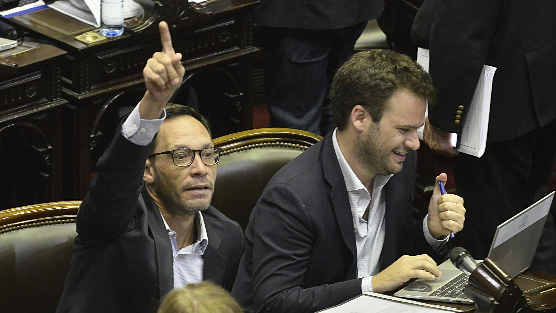 El presidente del bloque de la Coalición Cívica, Maximiliano Ferraro, y el diputado Juan Manuel López de la misma fuerza