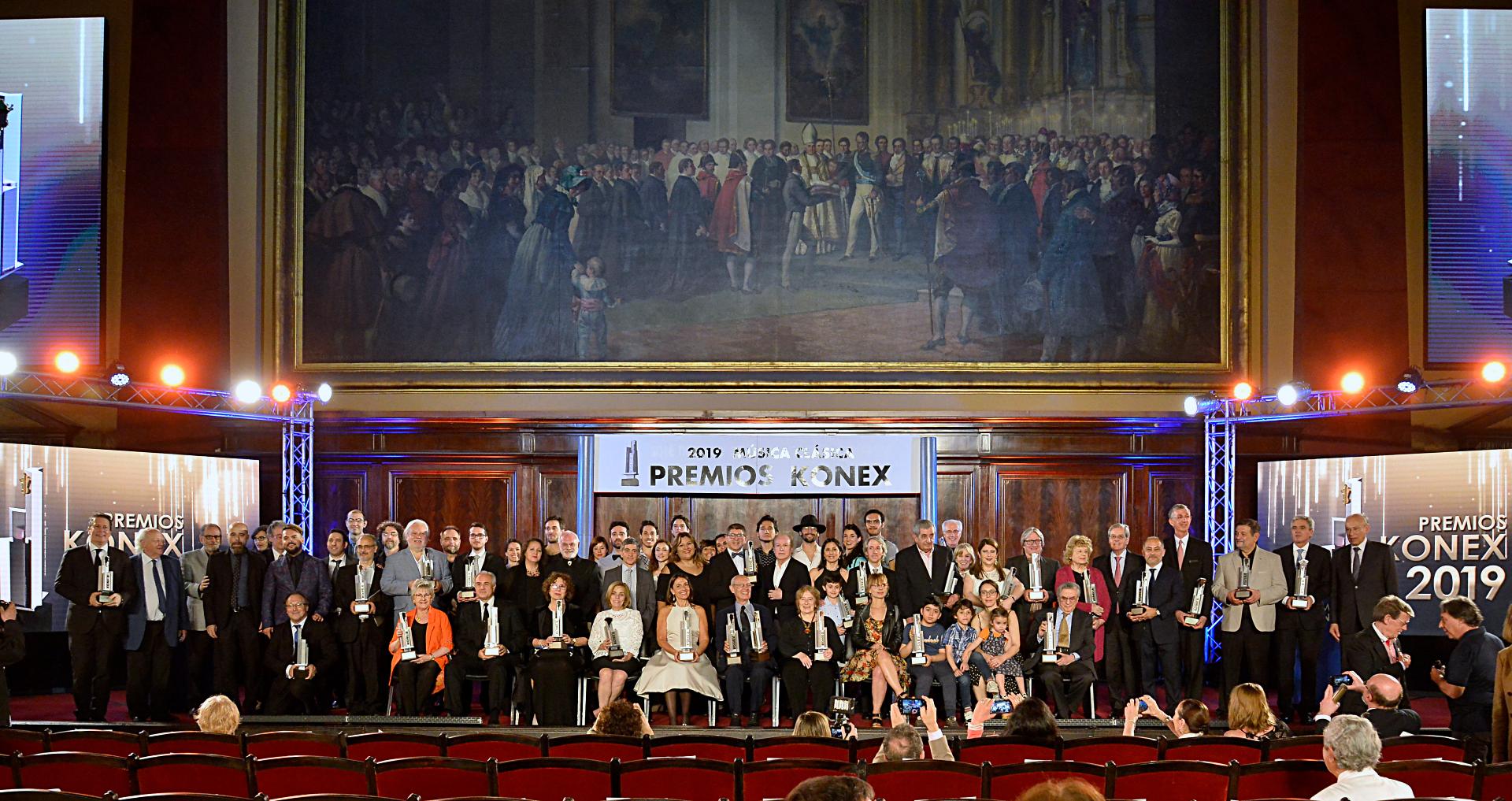 La foto final de la entrega de los Premios Konex 2019 a la música clásica: todos los ganadores sobre el escenario