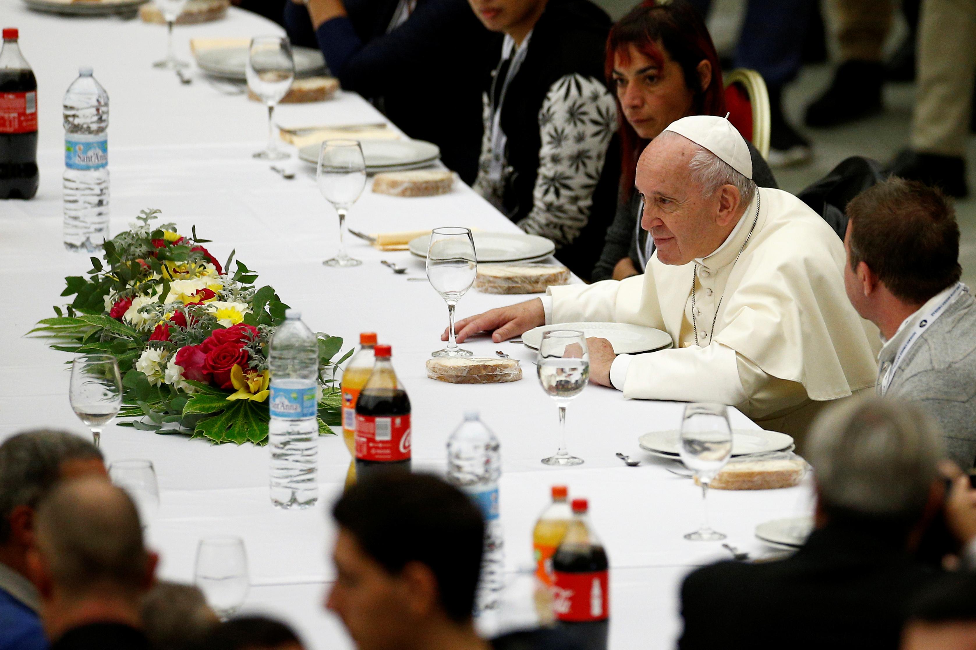 Francisco conversó con sus invitados antes de que legara la Lasaña