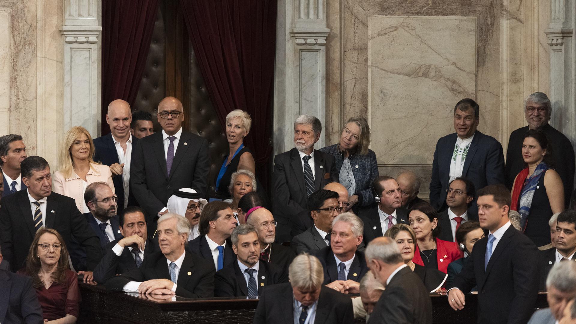 Diferentes mandatarios, ex presidentes y representantes de países de todo el continente americano se hicieron presentes en el Congreso de la Nación para acompañar el traspaso de mando