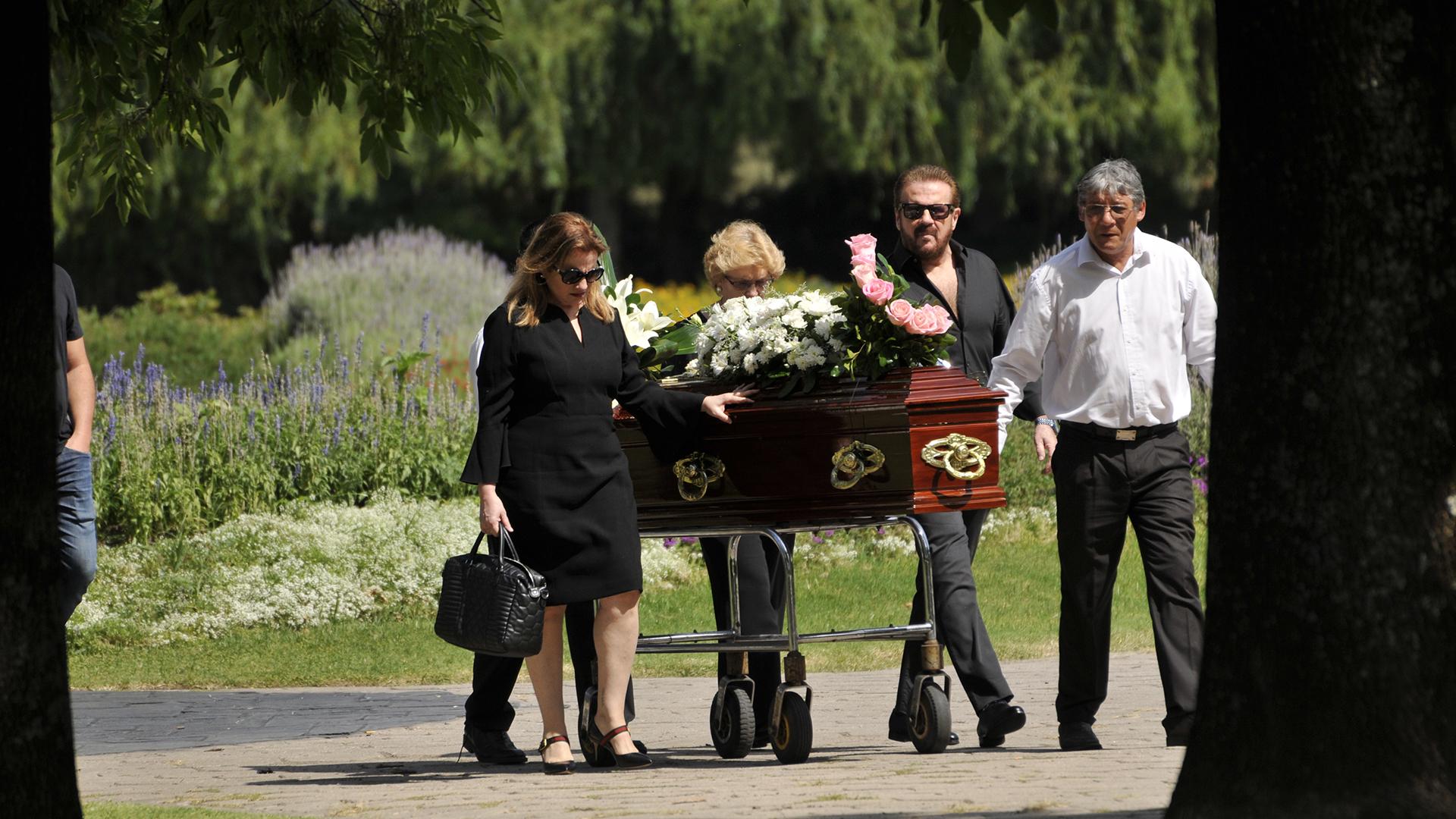 El último adiós a la madre de Lucía y Joaquín Galán (Fotos: Darío Batallán / Teleshow)