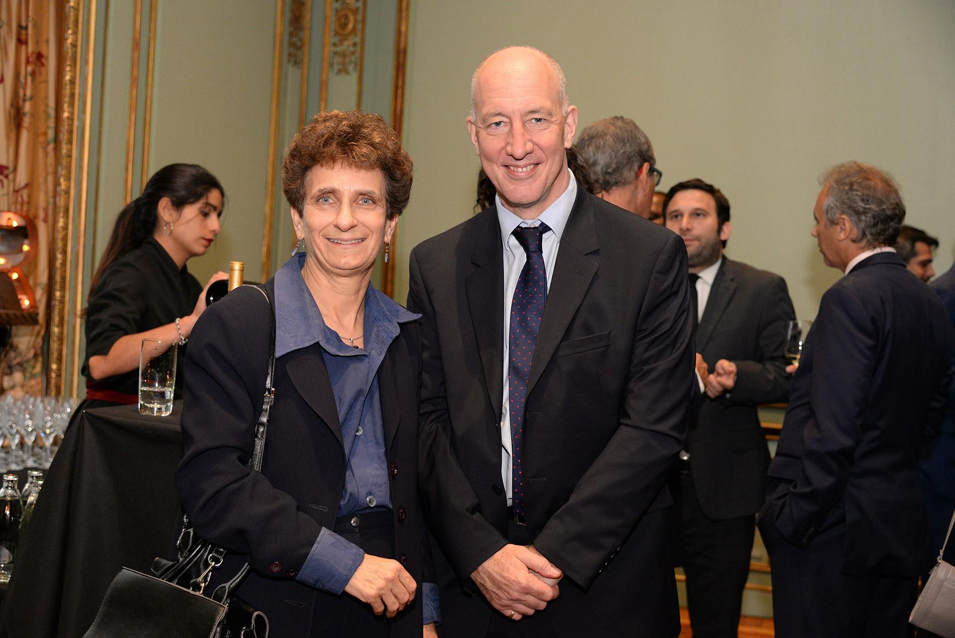 La embajadora de Israel en la Argentina, Ronen Galit, junto al embajador británico, Mark Kent