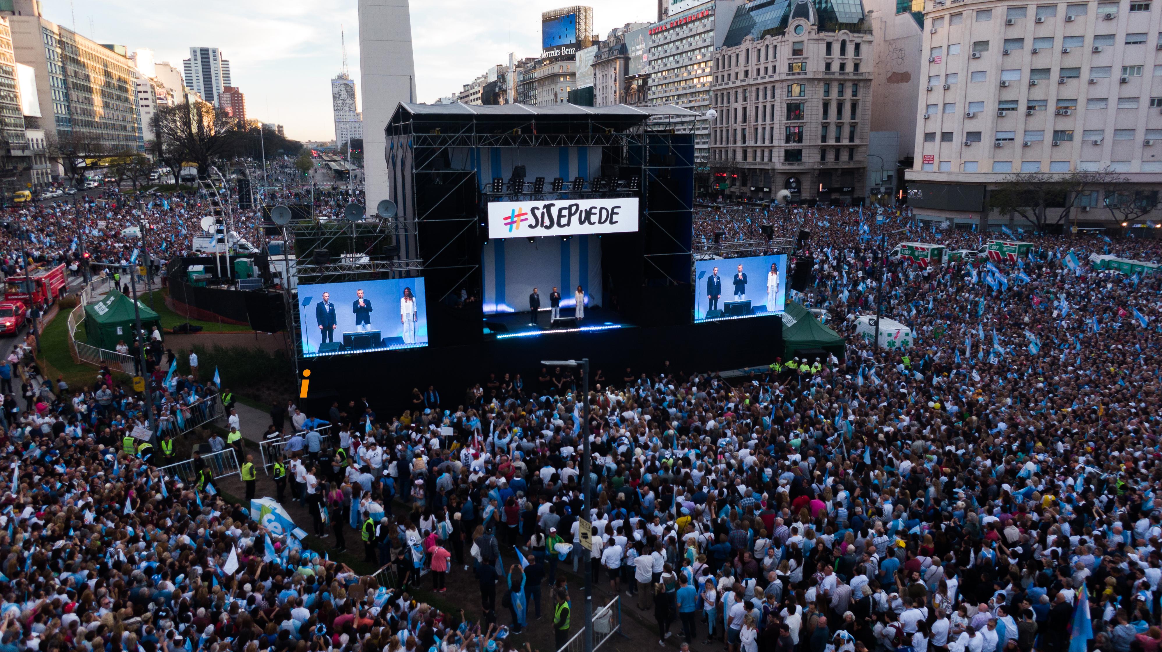 El palco montado en el Obelisco para el acto más multitudinario de la campaña de Juntos por el Cambio
