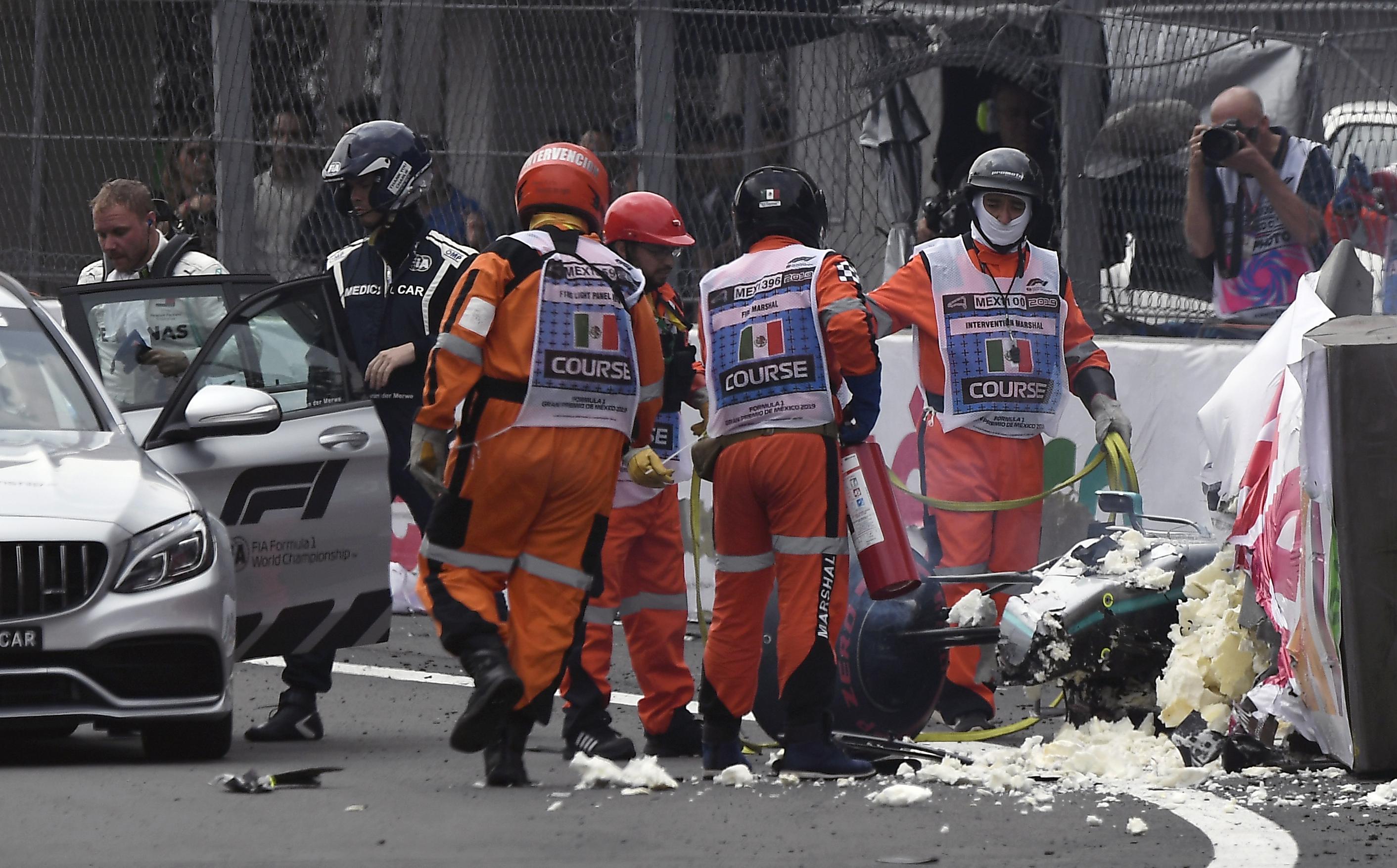 Valtteri Bottas estampó su coche contra el muro del Autódromo Hermanos Rodríguez durante la sesión de clasificación (Foto: ALFREDO ESTRELLA / AFP)