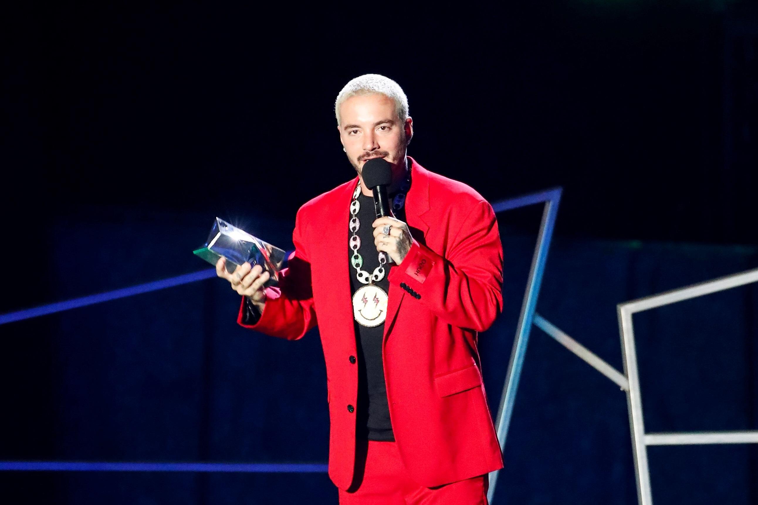 El cantante J Balvin gana el premio al Artista Más Compartido (Foto: EFE/José Méndez)