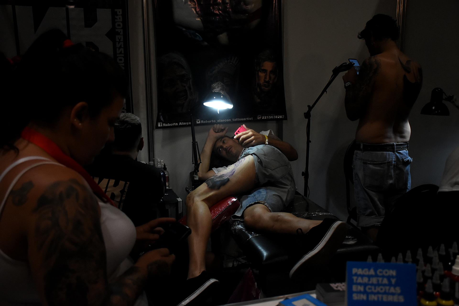 Al menos, el 50% de los stands de tatuajes estaban trabajando