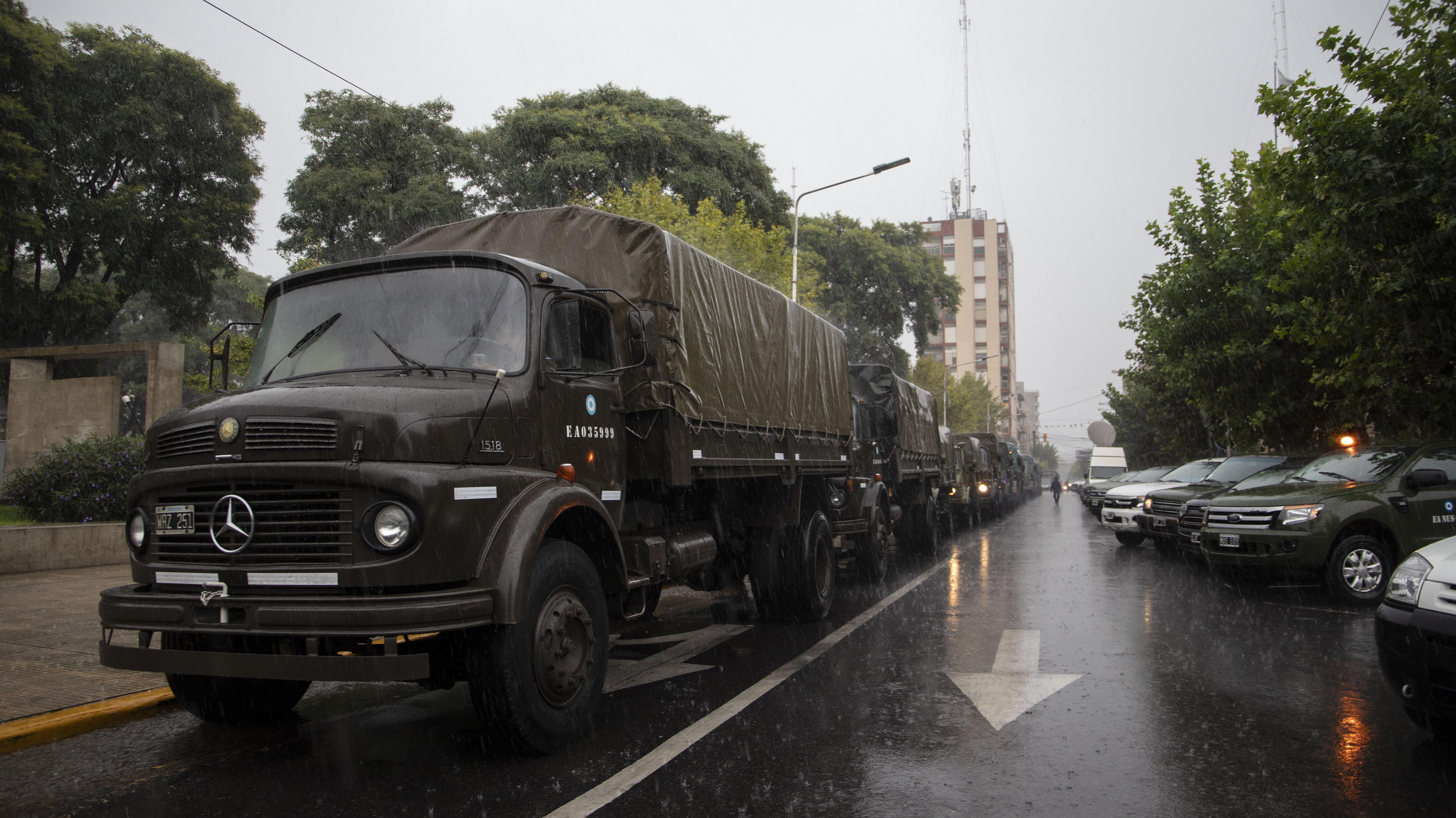Los camiones con los que el Ejército llevó las cocinas y los alimentos