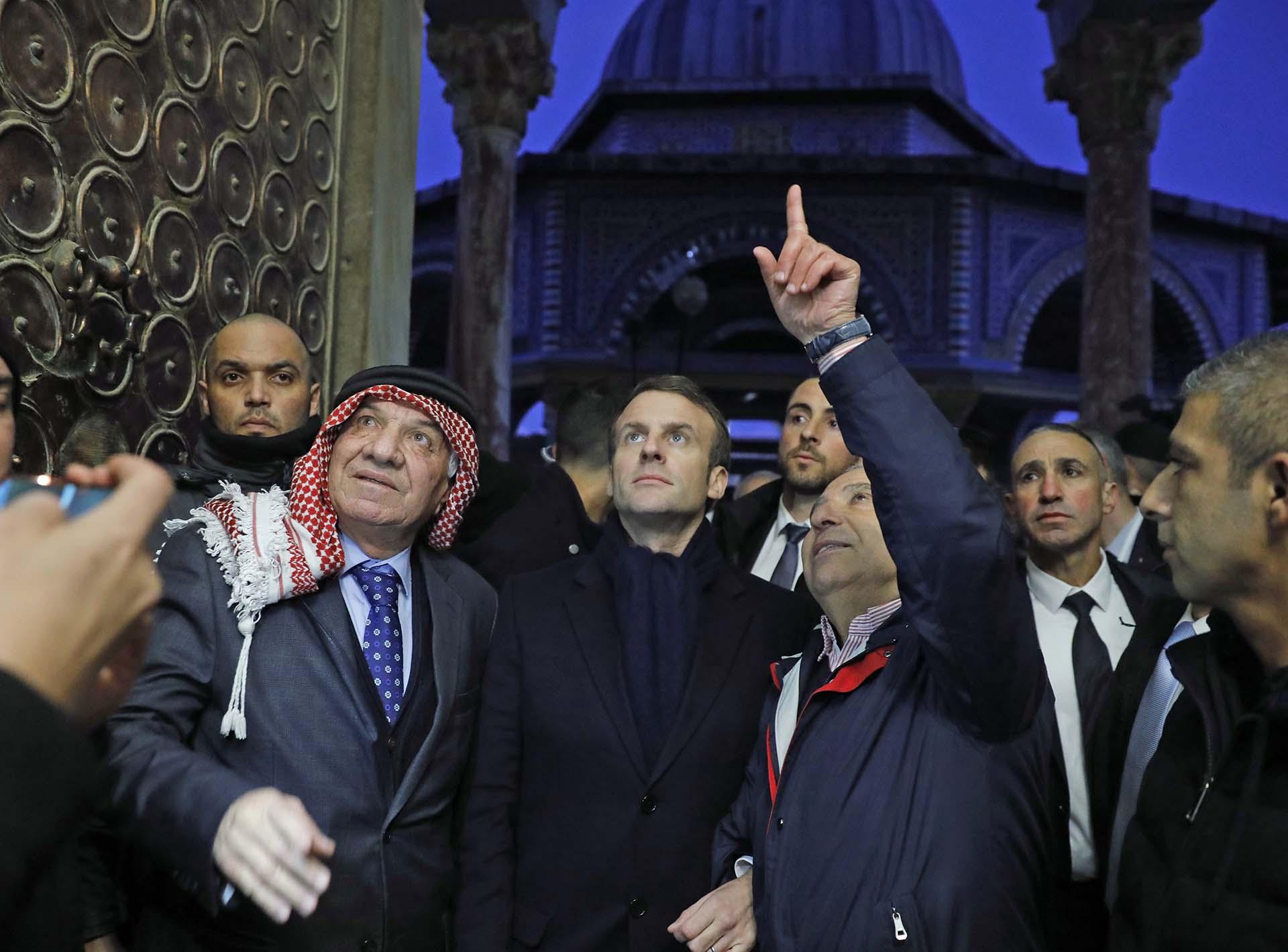 Macron visita la mezquita de Al-Aqsa, en Jerusalén (Photo by Ahmad GHARABLI / AFP)