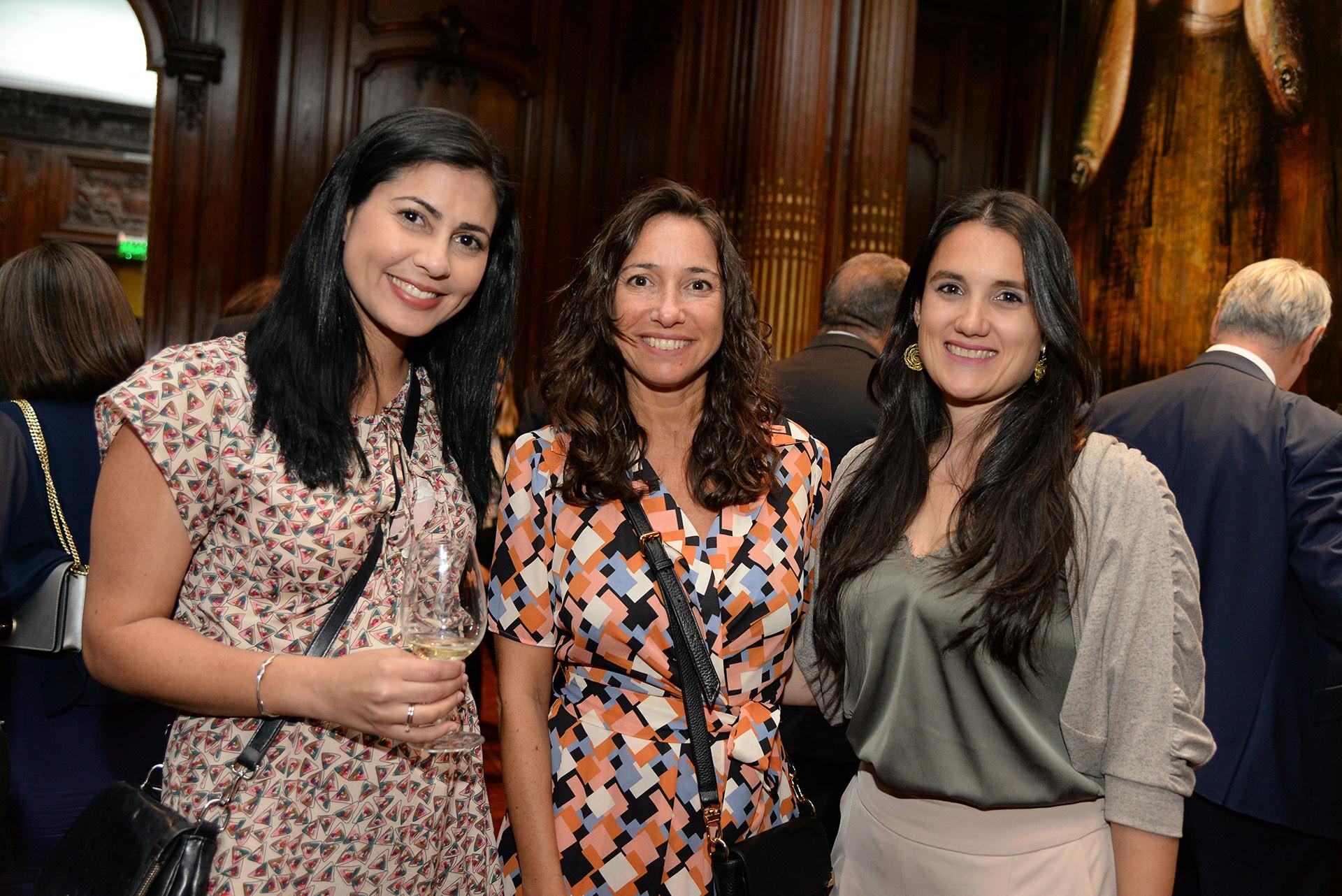 Amital Perry, agregada de diplomacia pública y portavoz de la embajada de Israel; Pamela Malewicz, subsecretaria de Derechos Humanos del Gobierno de la Ciudad de Buenos Aires; y Mercedes Bárbara, directora de Colectividades