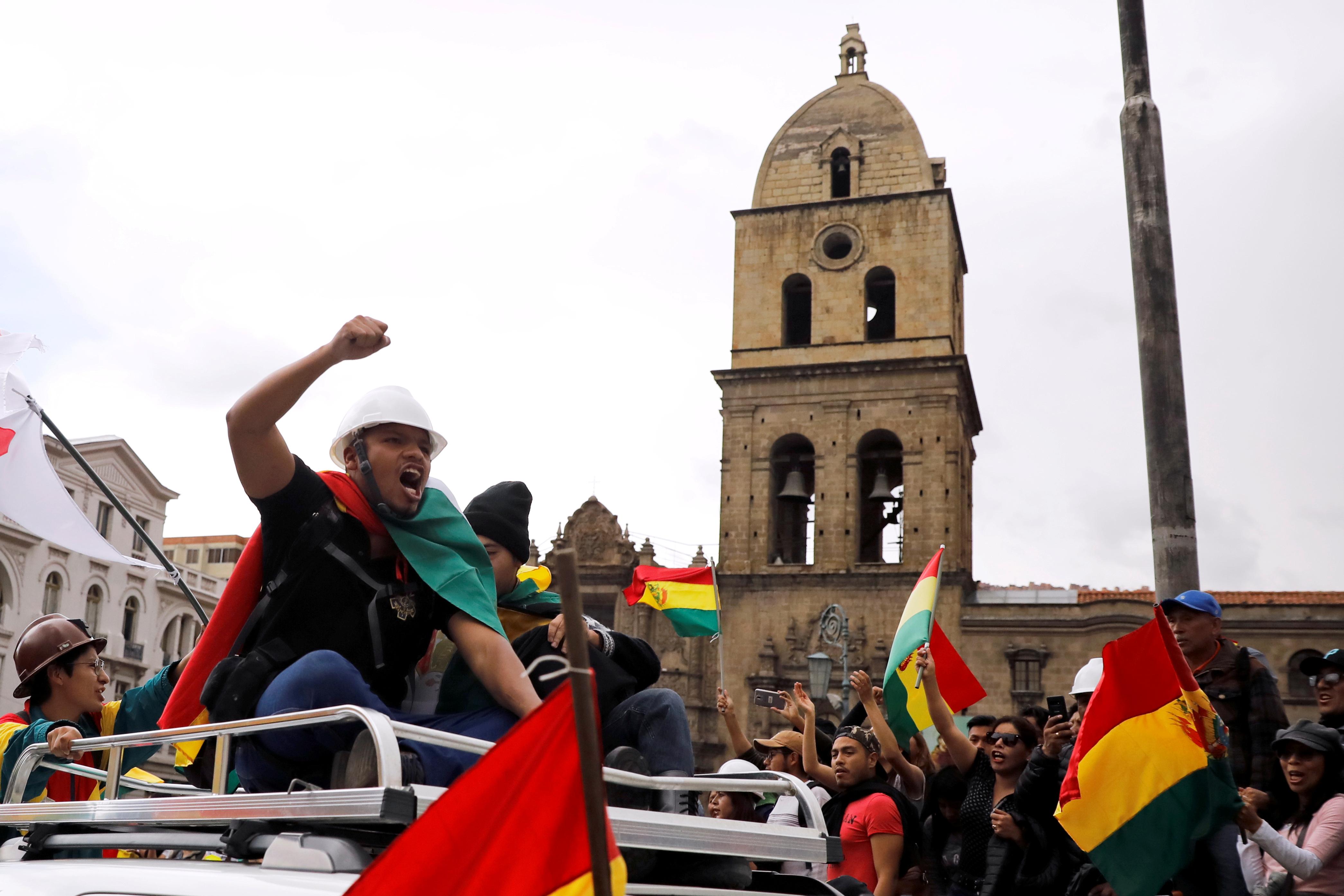 El comandante en jefe de las Fuerzas Armadas había aclarado que los militares no reprimirían a los manifestantes.