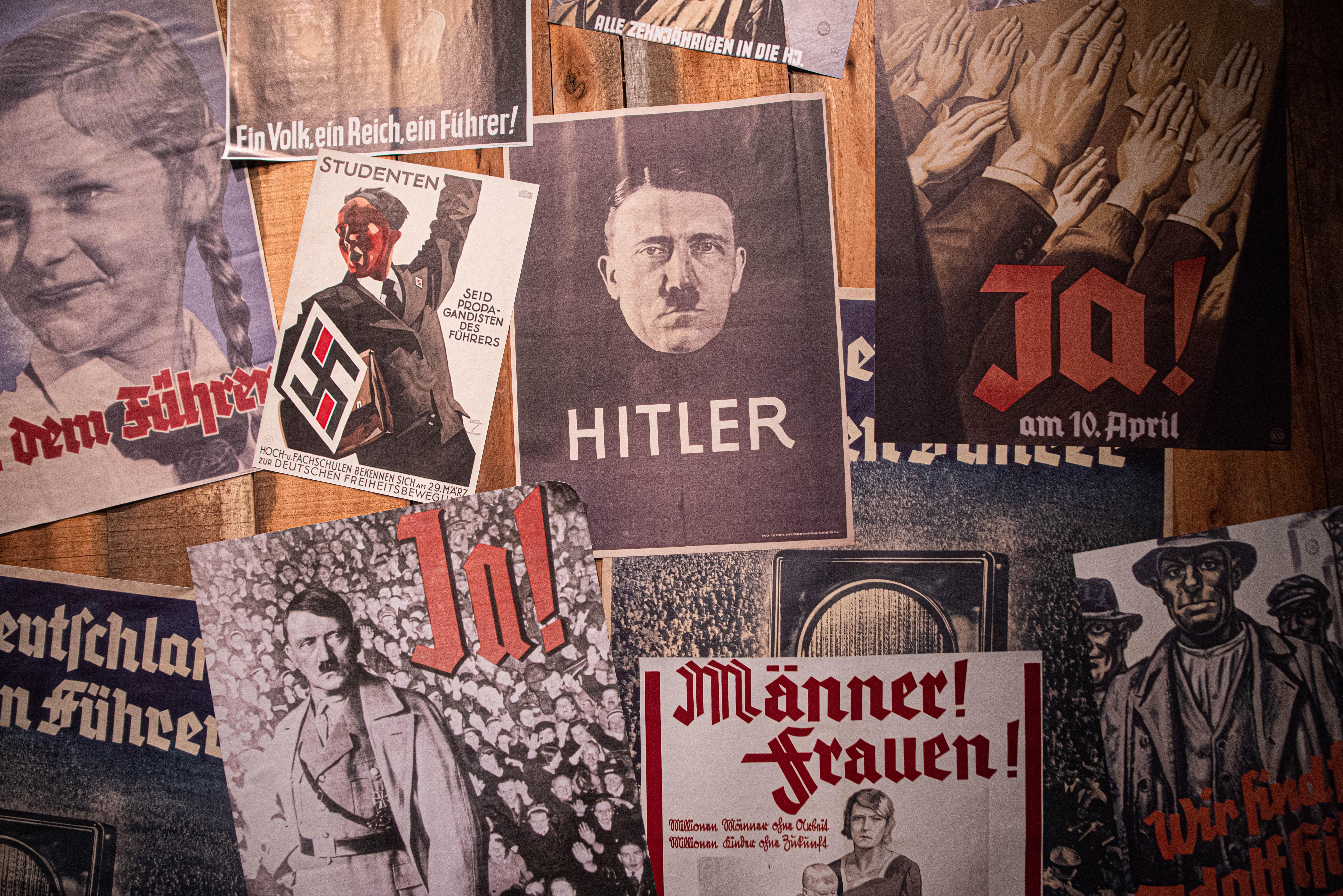 El subsuelo es un espacio recuperado. Donde antes no había más que ratas, cucarachas y abandono, ahora se recorre una muestra pedagógica sobre cómo el terror y el consenso sirvieron de método para la consolidación del nazismo. Se exponen afiches de la propaganda nazi y un espacio interactivo para conocer las políticas antijudías