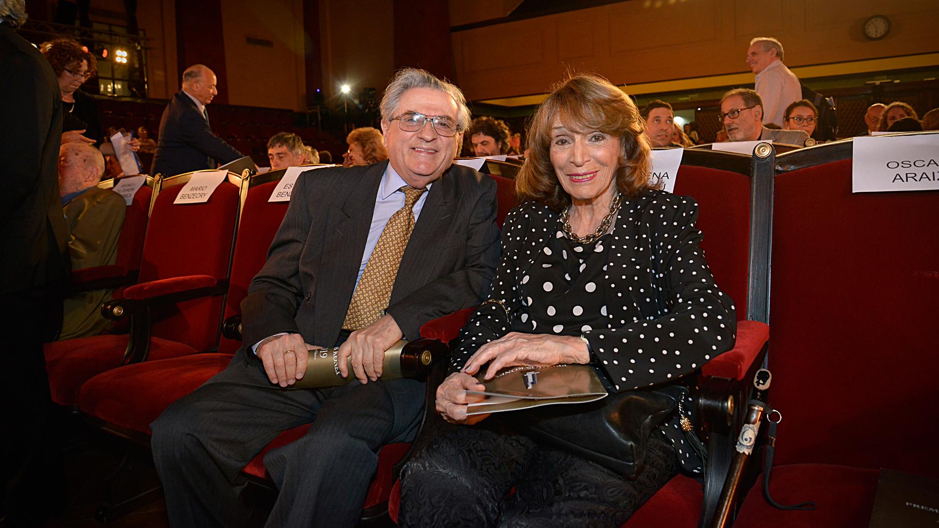 En primera fila del Salón de Actos de la Facultad de Derecho, Mario Benzecry y Magdalena Ruiz Guiñazú