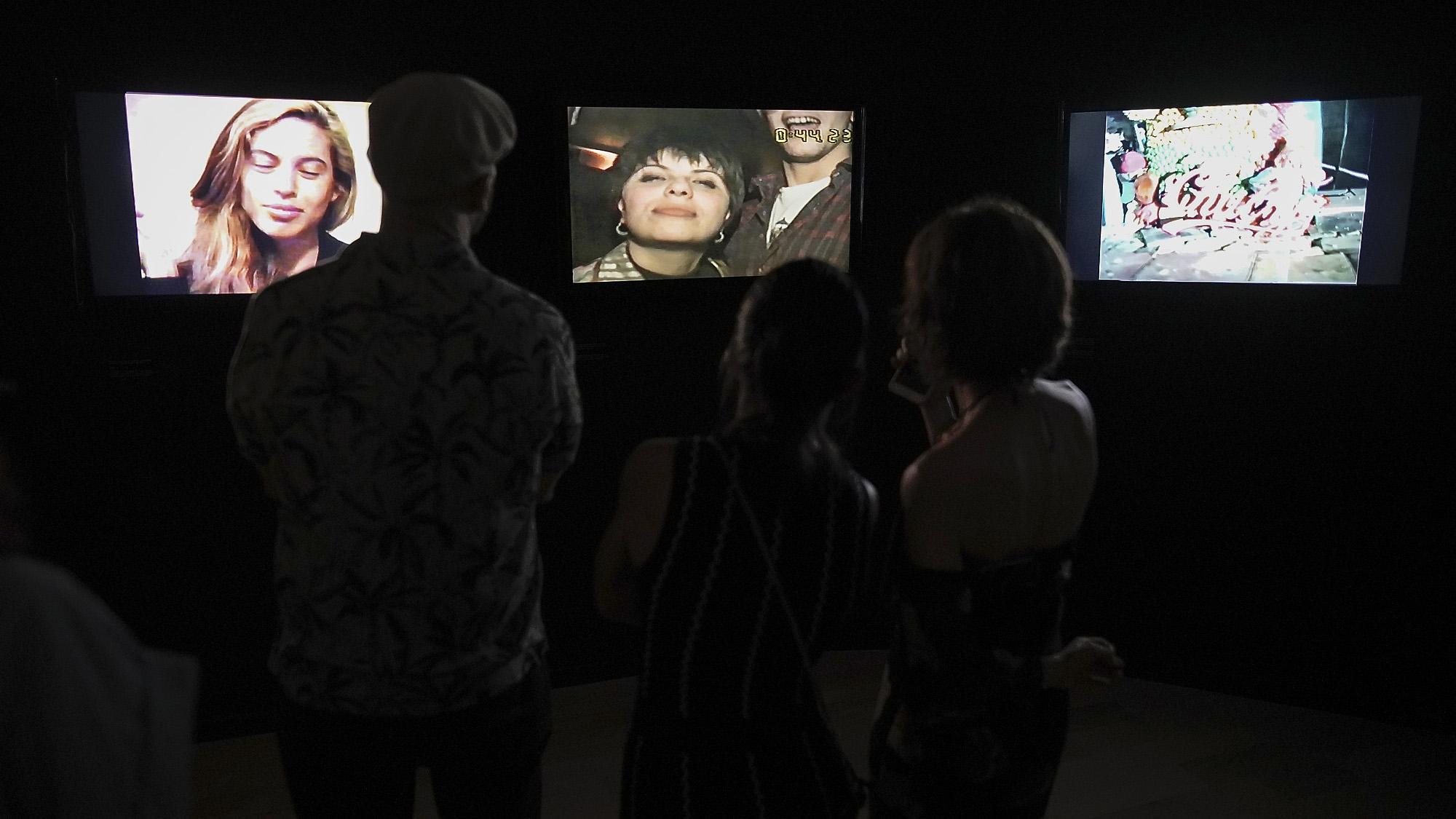 La exhibición está acompañada por un importante libro publicado por el Museo de Arte Moderno de Buenos Aires, que cuenta con ensayos de Lucrecia Palacios, Wustavo Quiroga, Mariano del Mazzo y Carolina Muzi, y un dossier documental con imágenes y testimonios