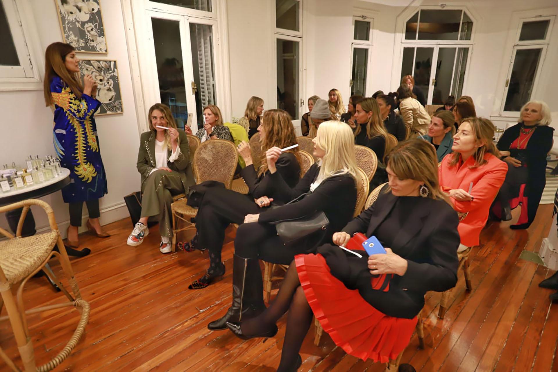Frigerio compartió su experiencia con unas 30 mujeres, para
