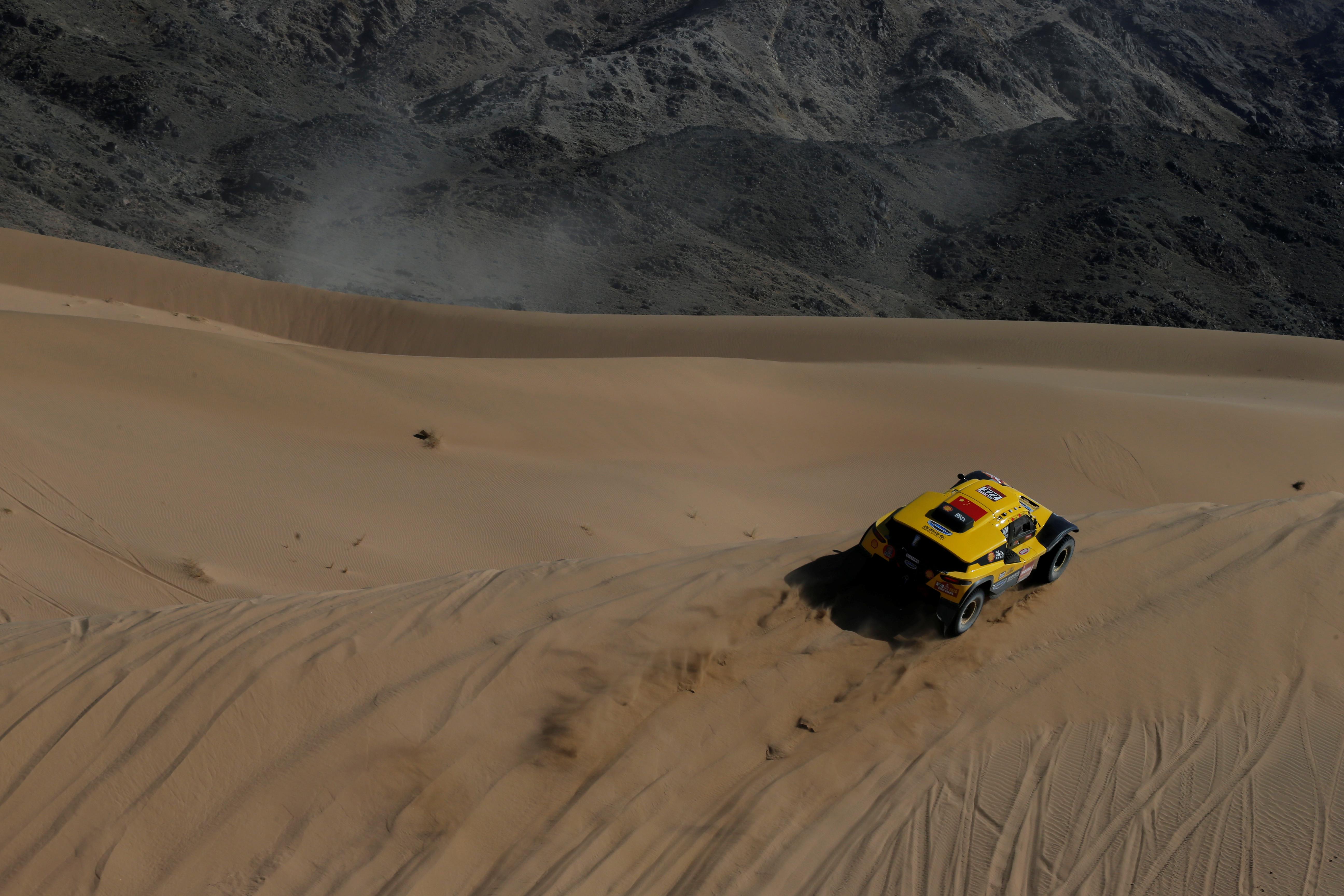 Desde el 5 de enero hasta el 17 del corriente, los protagonistas deberán atravesar más de 5.000 kilómetros por la dureza del desierto virgen de Medio Oriente en un recorrido que se vivirá durante 12 etapas