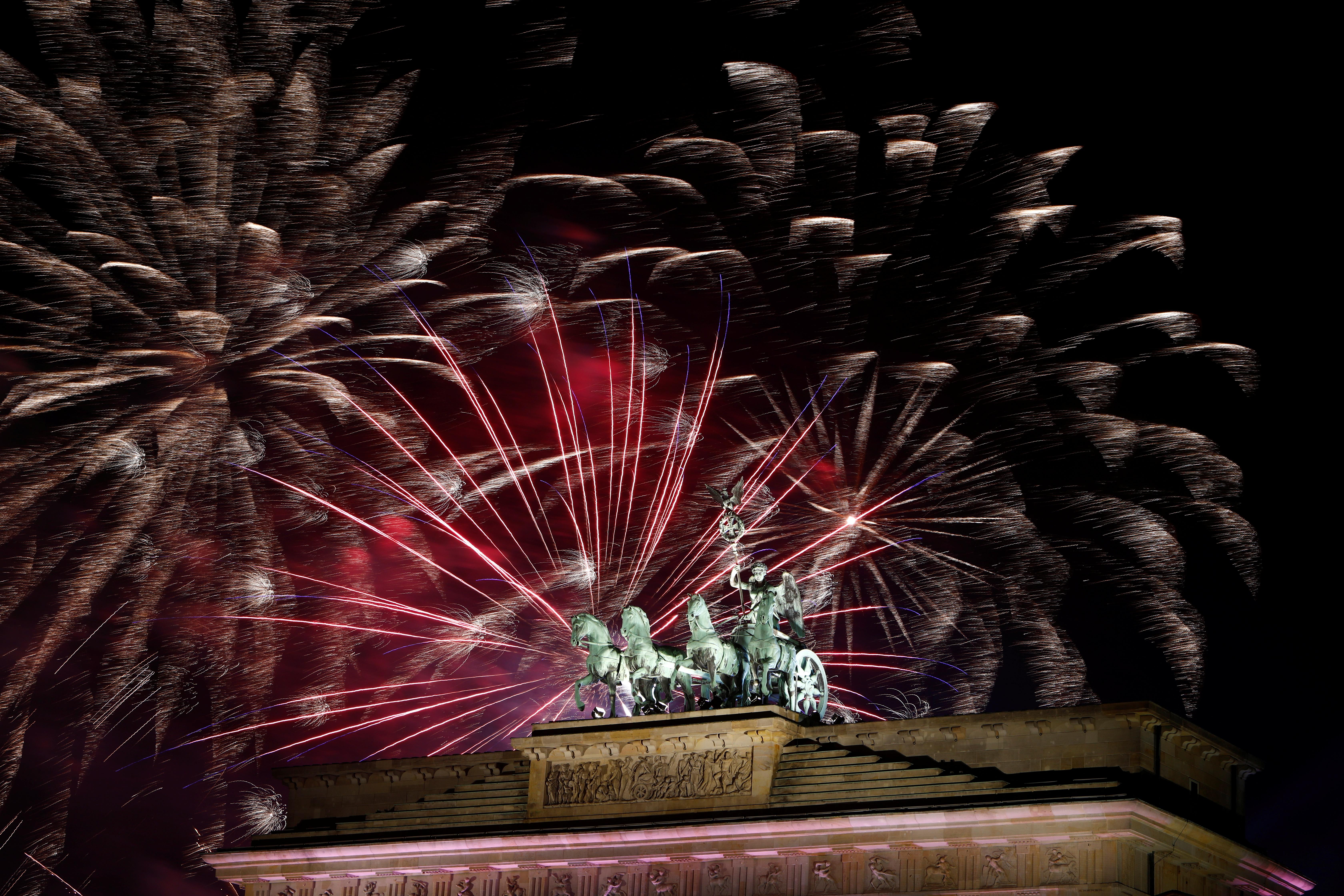 En Berlín, Alemania, los festejos oficiales se realizaron frente a la Puerta de Brandenburgo (REUTERS/Michele Tantussi)