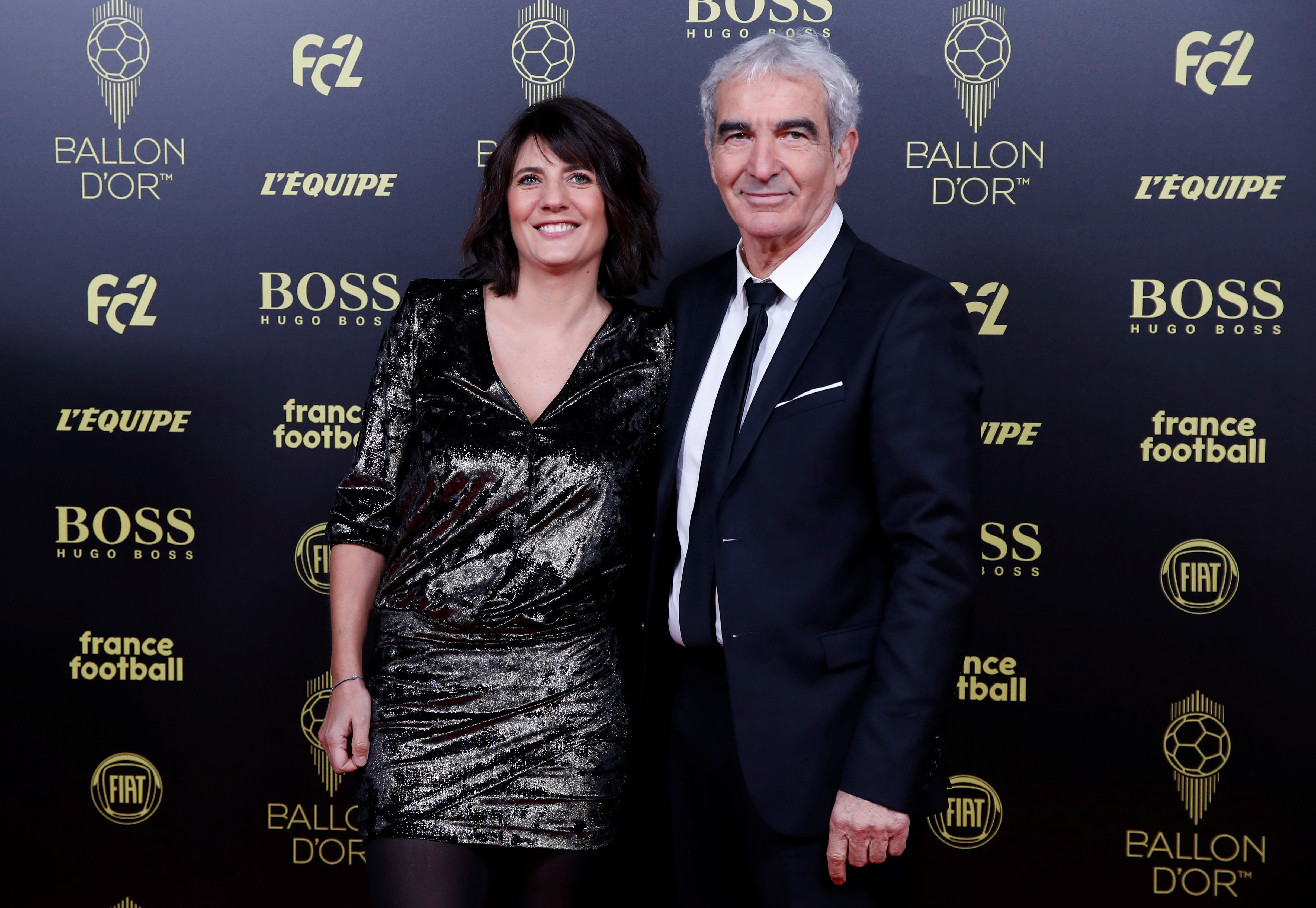 El entrenador Raymond Domenech junto a Estelle Denis
