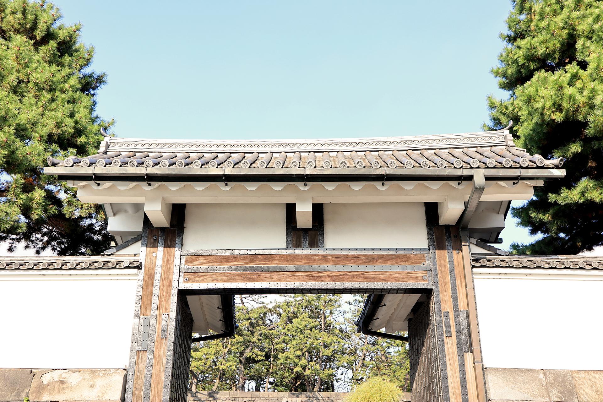 La puerta Otemon es una de las opciones más populares, ya que conecta directamente con los Jardines Orientales