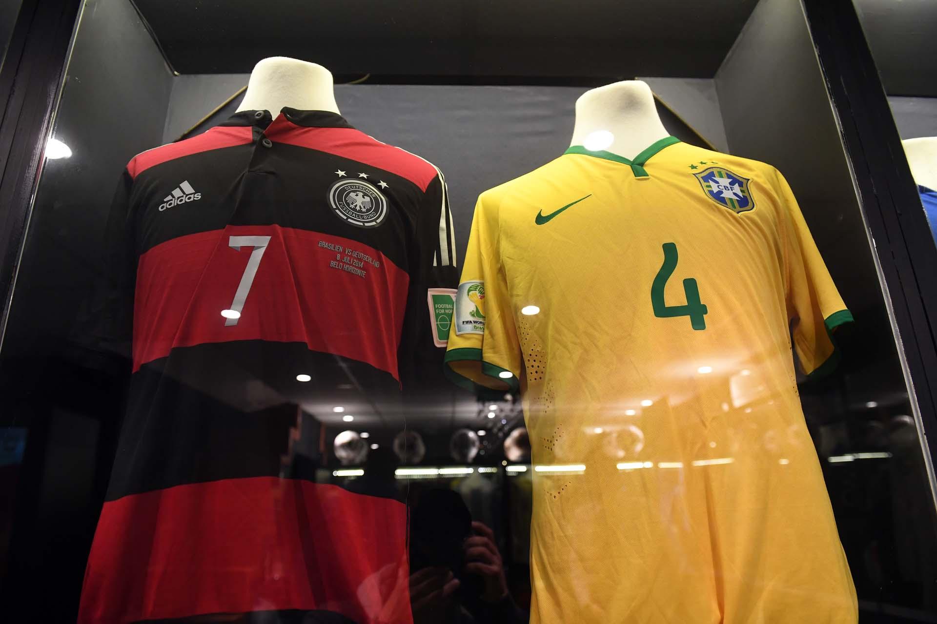 Semifinales del Mundial de Brasil 2014: ganó Alemania 7-1 y estas son las camisetas que se pusieron el alemán Bastian Schweinsteiger y el brasileño David Luiz (Nicolás Stulberg)