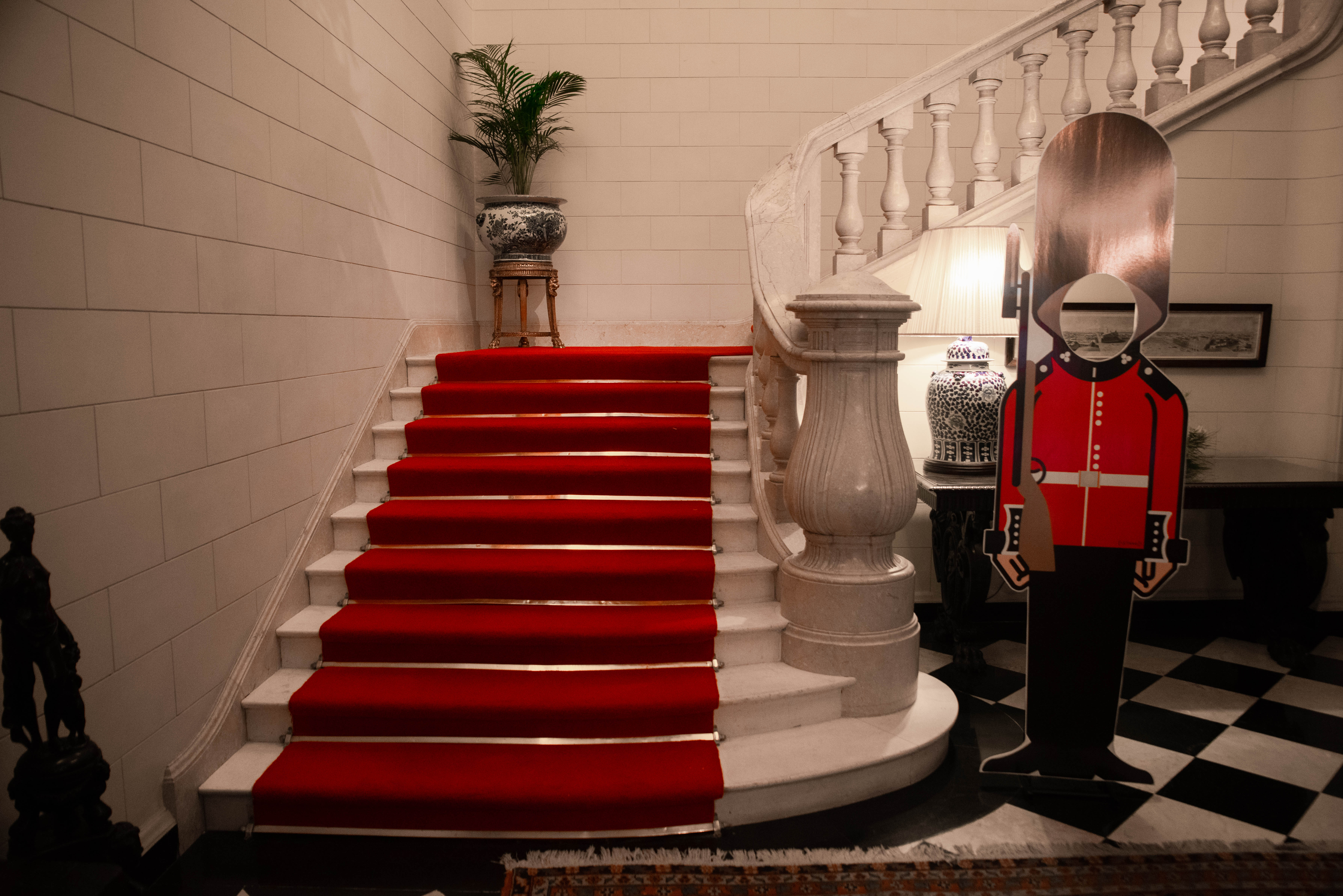 La imponente escalera de la Residencia británica, ex residencia Madero Unzué /// Fotos: Franco Fafasuli