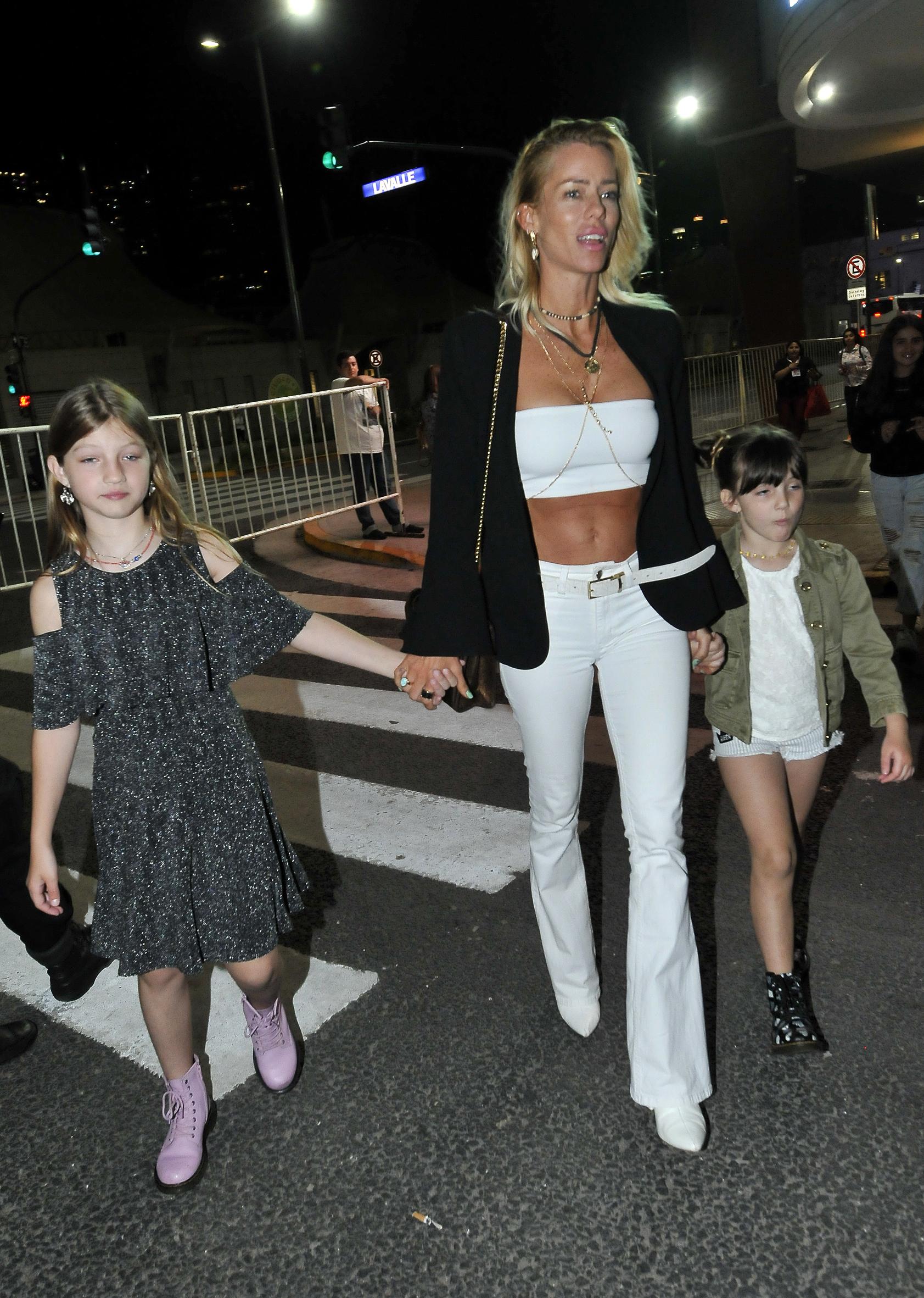 Nicole Neumann junto a sus hijas mayores Indiana y Allegra