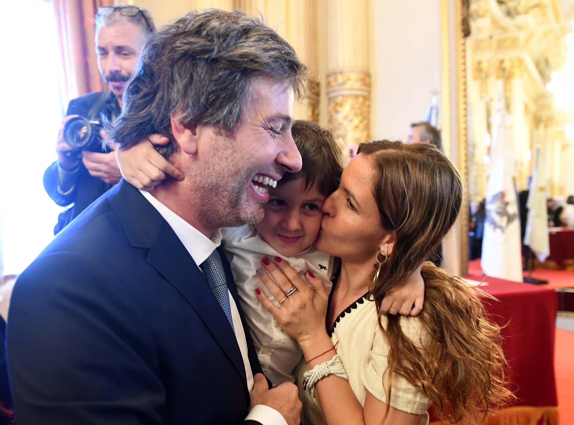Juan Bautista Mahiques, con su hijito Bautista y su mujer Victoria.