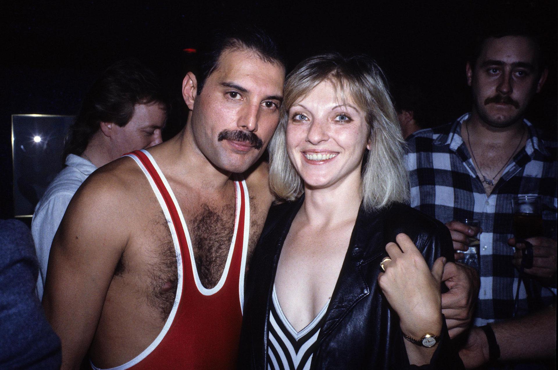 La intimidad de las últimas horas de Freddie Mercury antes de morir: el  particular rol de la mujer que fue el gran amor de su vida y un curioso  pedido final -