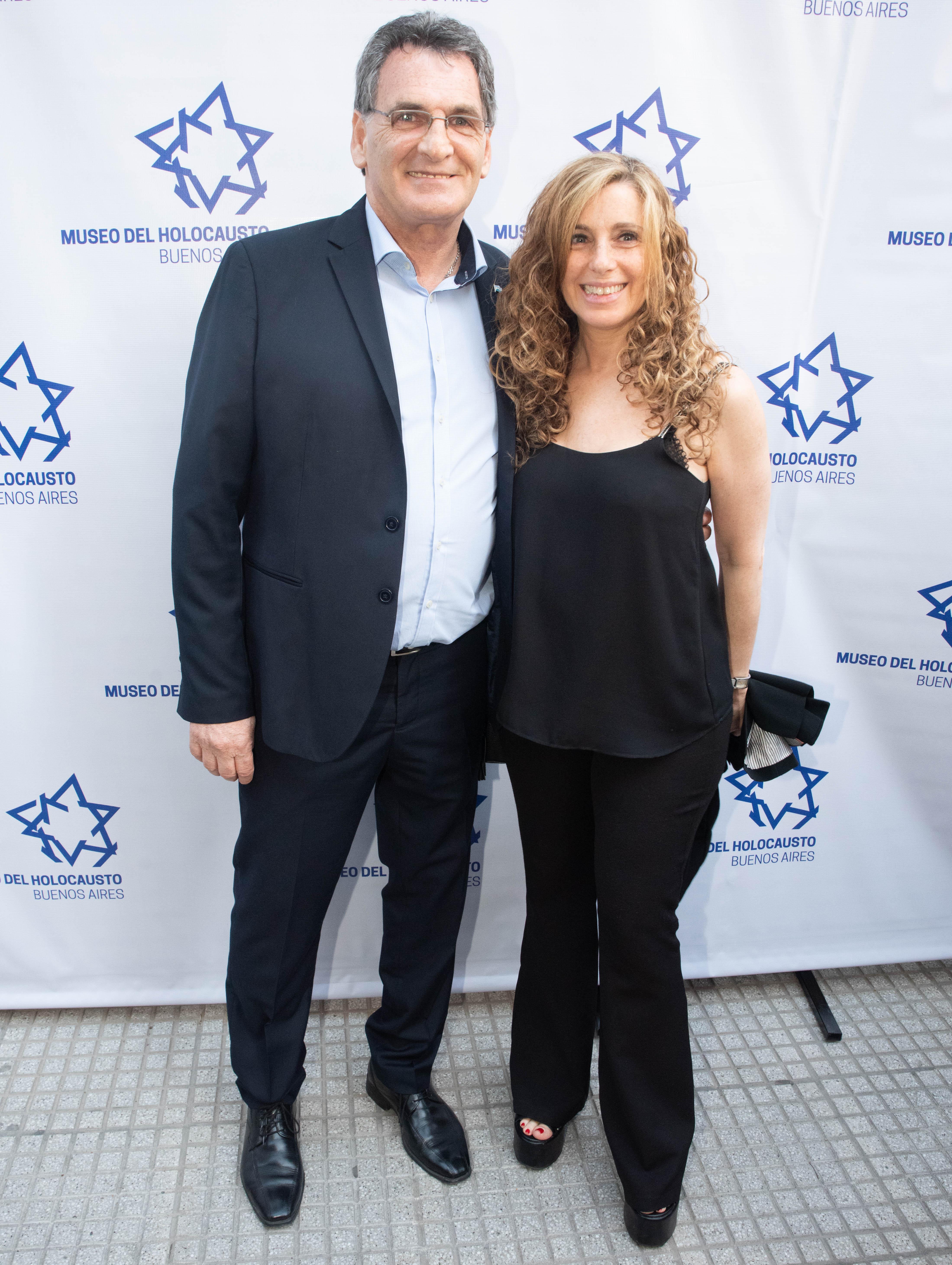 El secretario de Derechos Humanos, Claudio Avruj, y su mujer