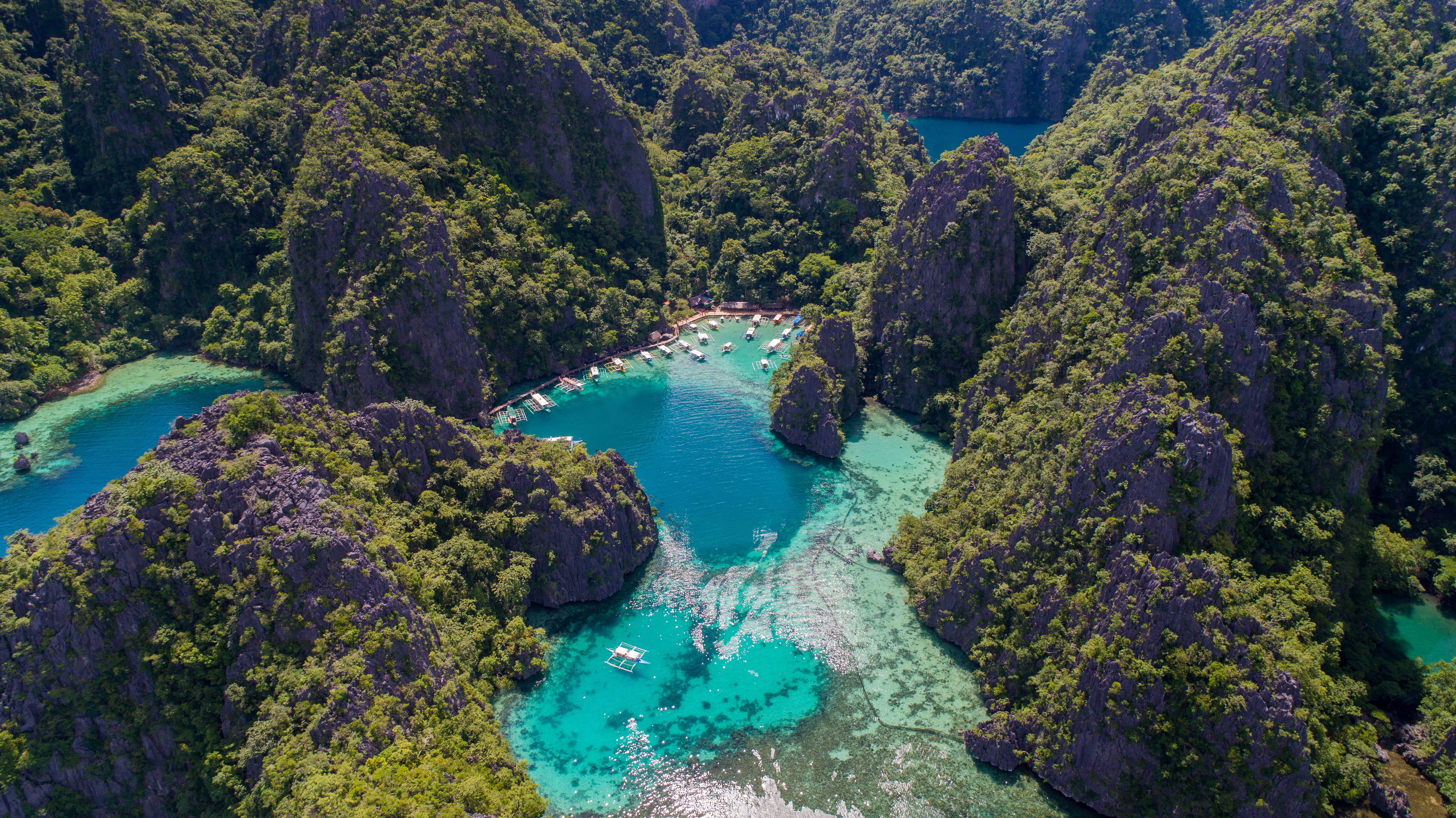 El Nido en Filipinas lo tiene todo y más para crear los destinos tropicales más memorables, envolviendo a cada visitante en un sol dorado y aguas turquesas sensuales. Conocida por las oportunidades de