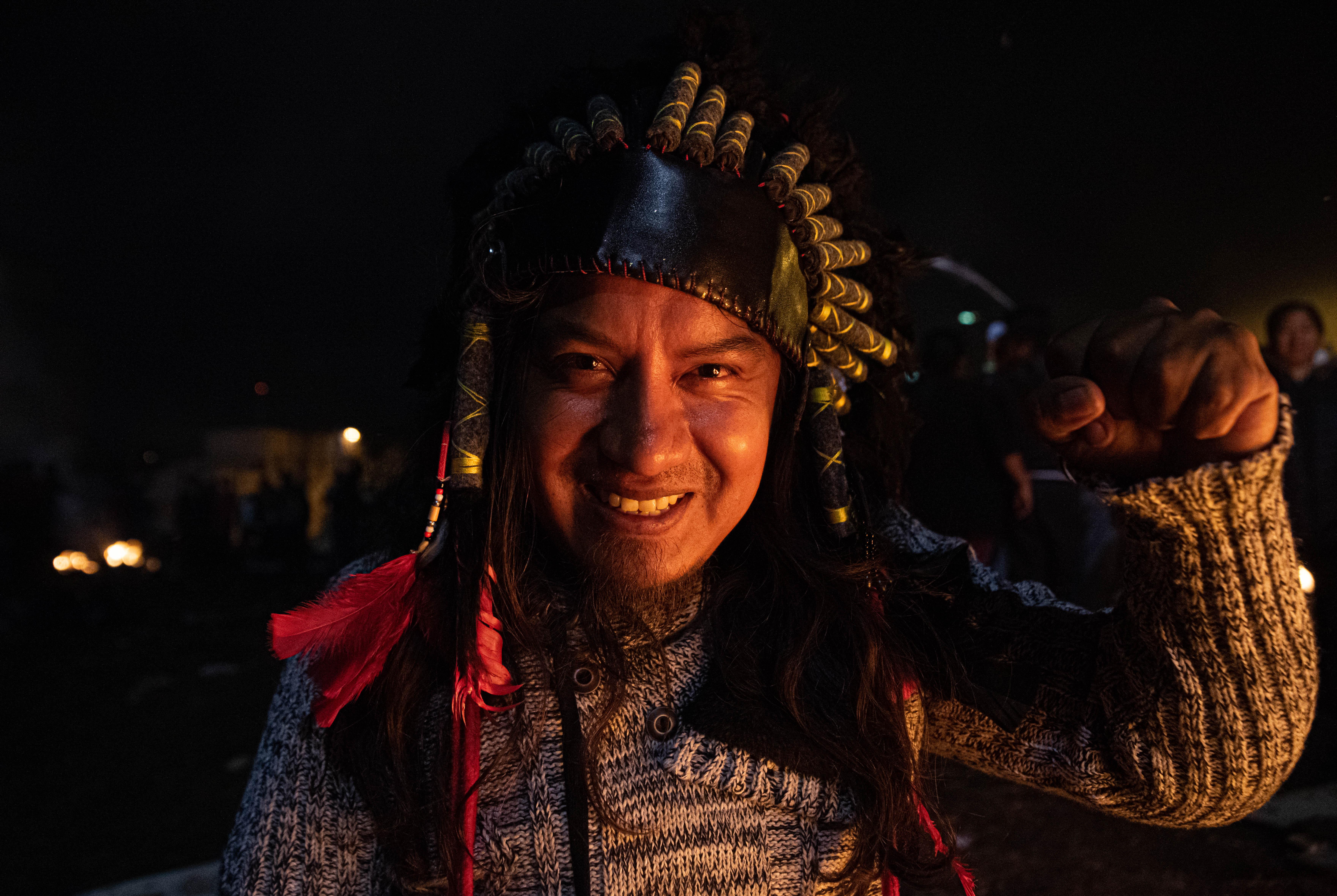 Miles de manifestantes de la Confederación de Nacionalidades Indígenas (Conaie), que lideró las protestas, salieron a la calle a celebrar el domingo a la noche.