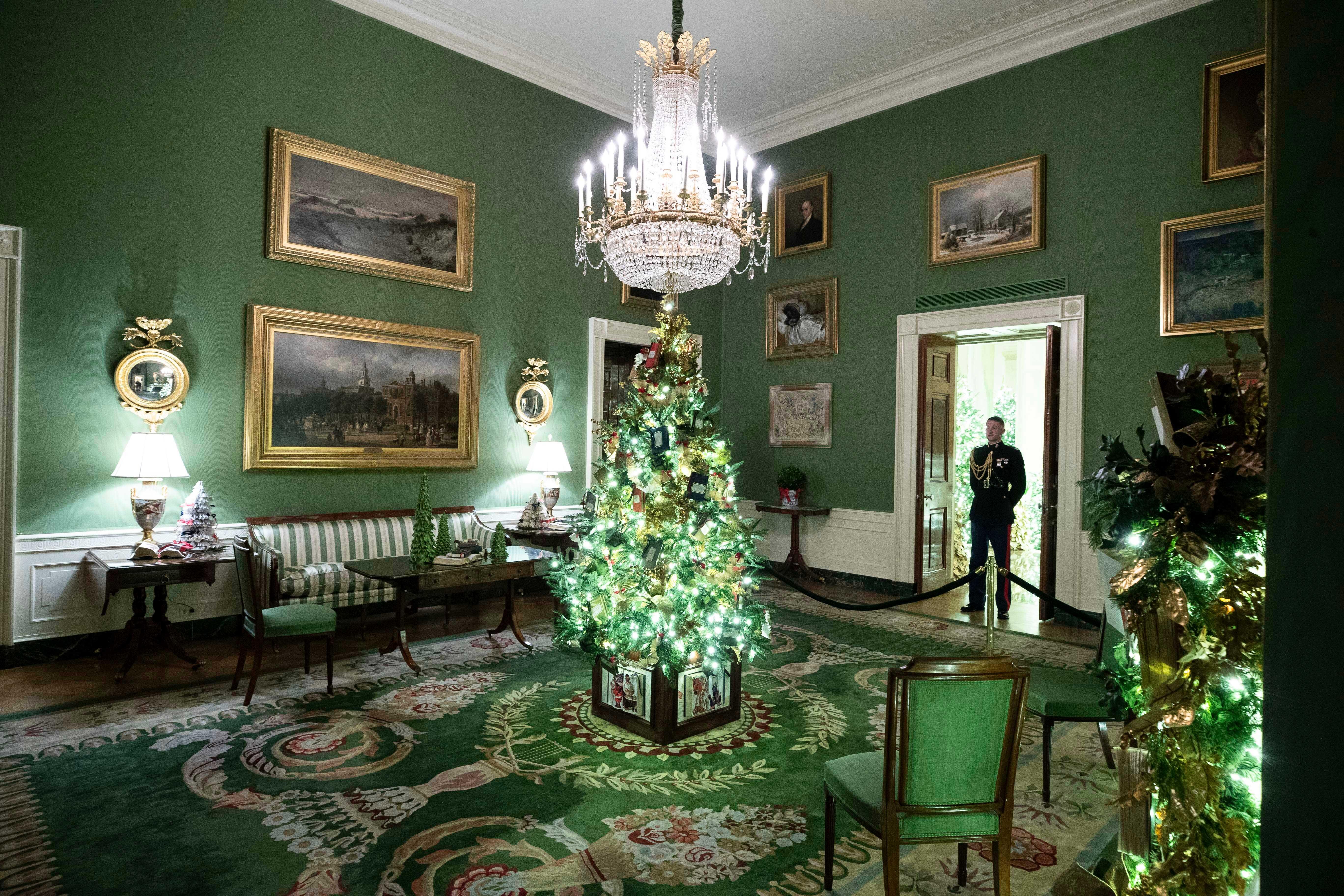 Cada salón tenía ornamentos diferentes y incluso algunos fueron decorados de verde o rojo. (AP)