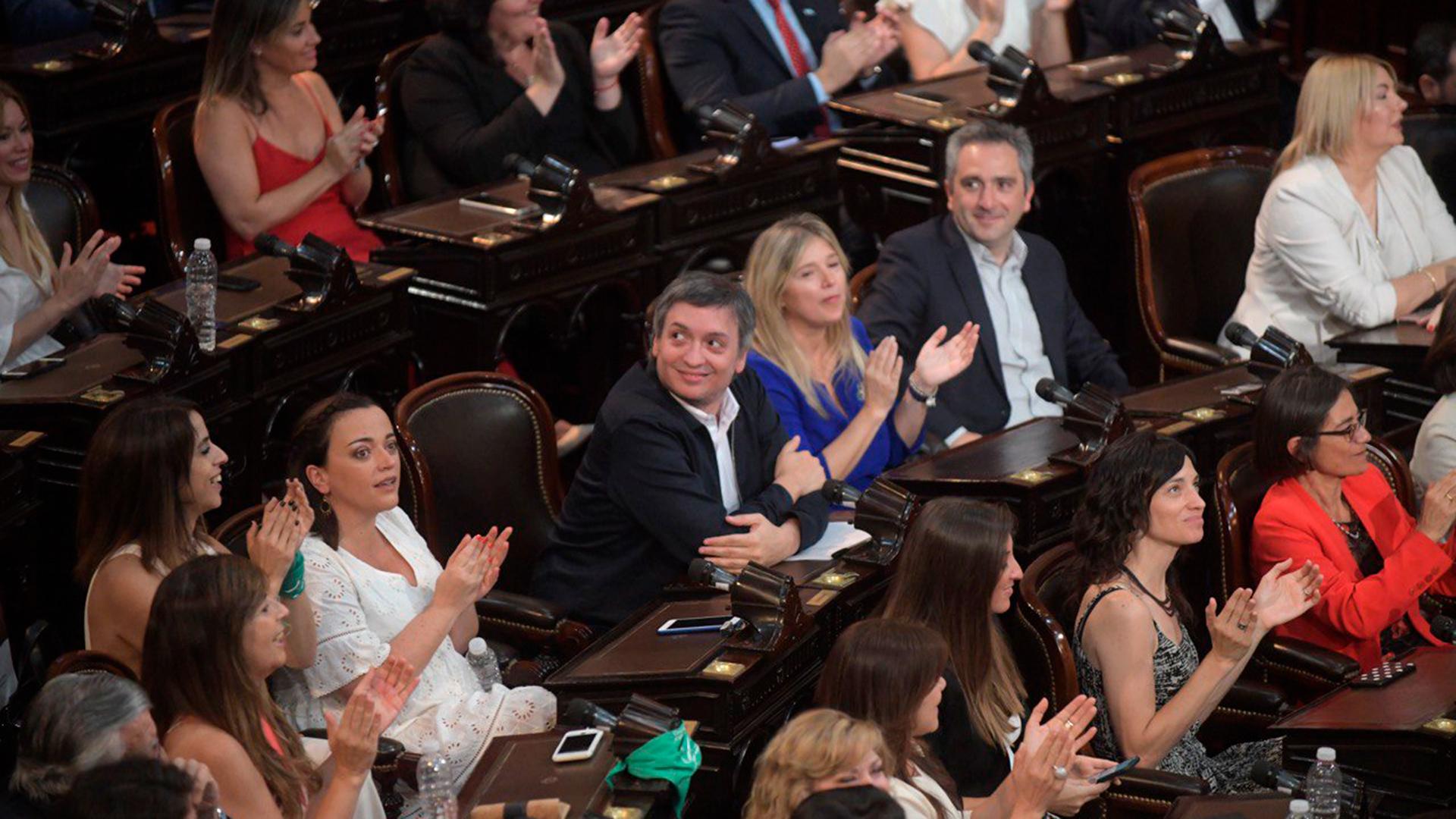Máximo Kirchner, presidente del bloque en la Cámara de Diputados, junto a otros legisladores kirchneristas