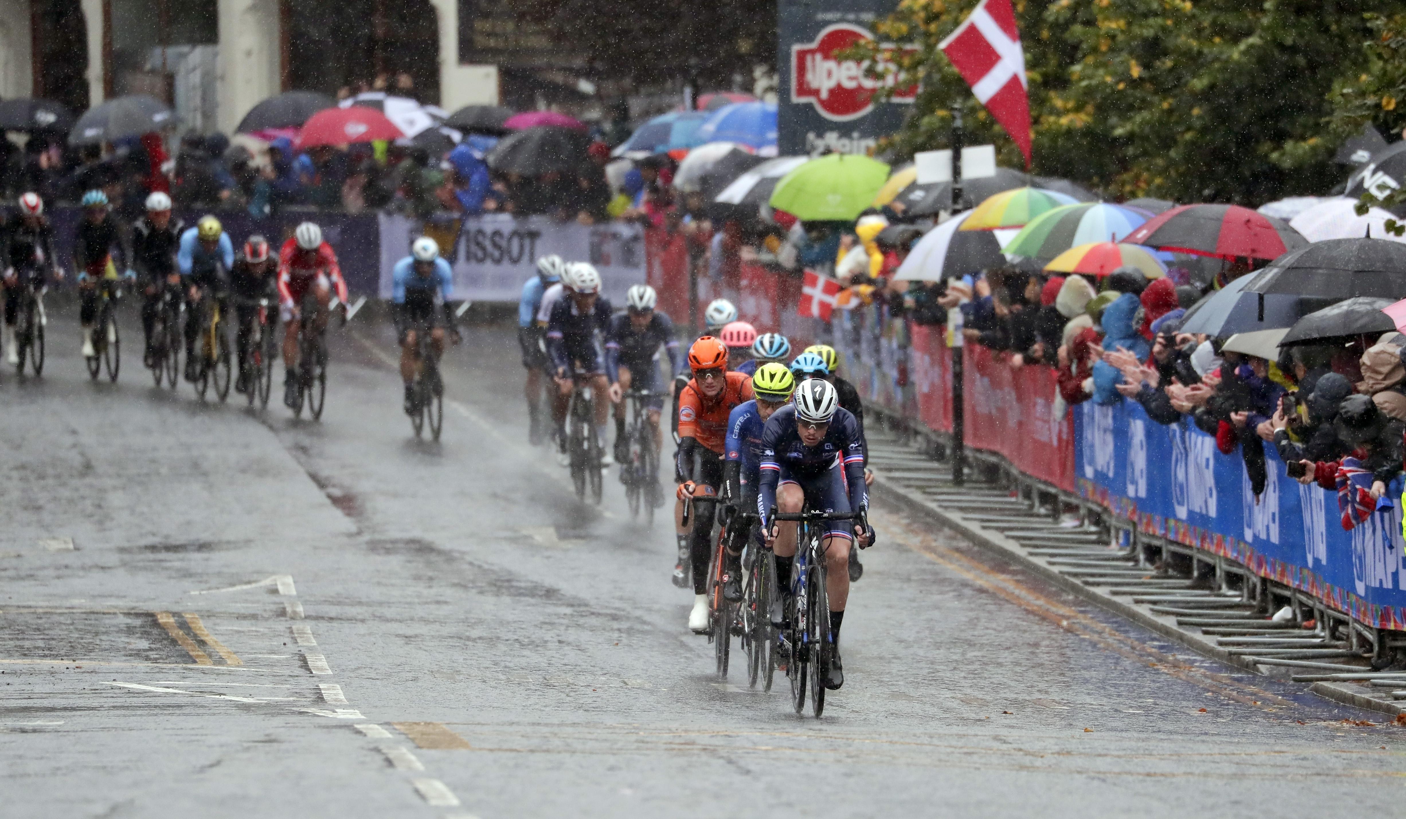 El español Alejandro Valverde, de 39 años, también se retiró a falta de unos 80 km y no pudo repetir el título logrado e laño pasado en Innsbrück (Austria)