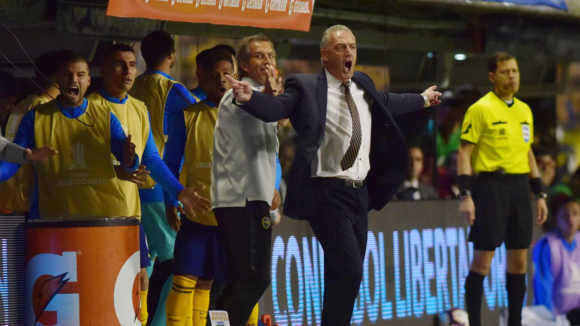 Alfaro y todo el banco de Boca había gritado el gol del Toto pero la mano fue bien cobrada por Sampaio
