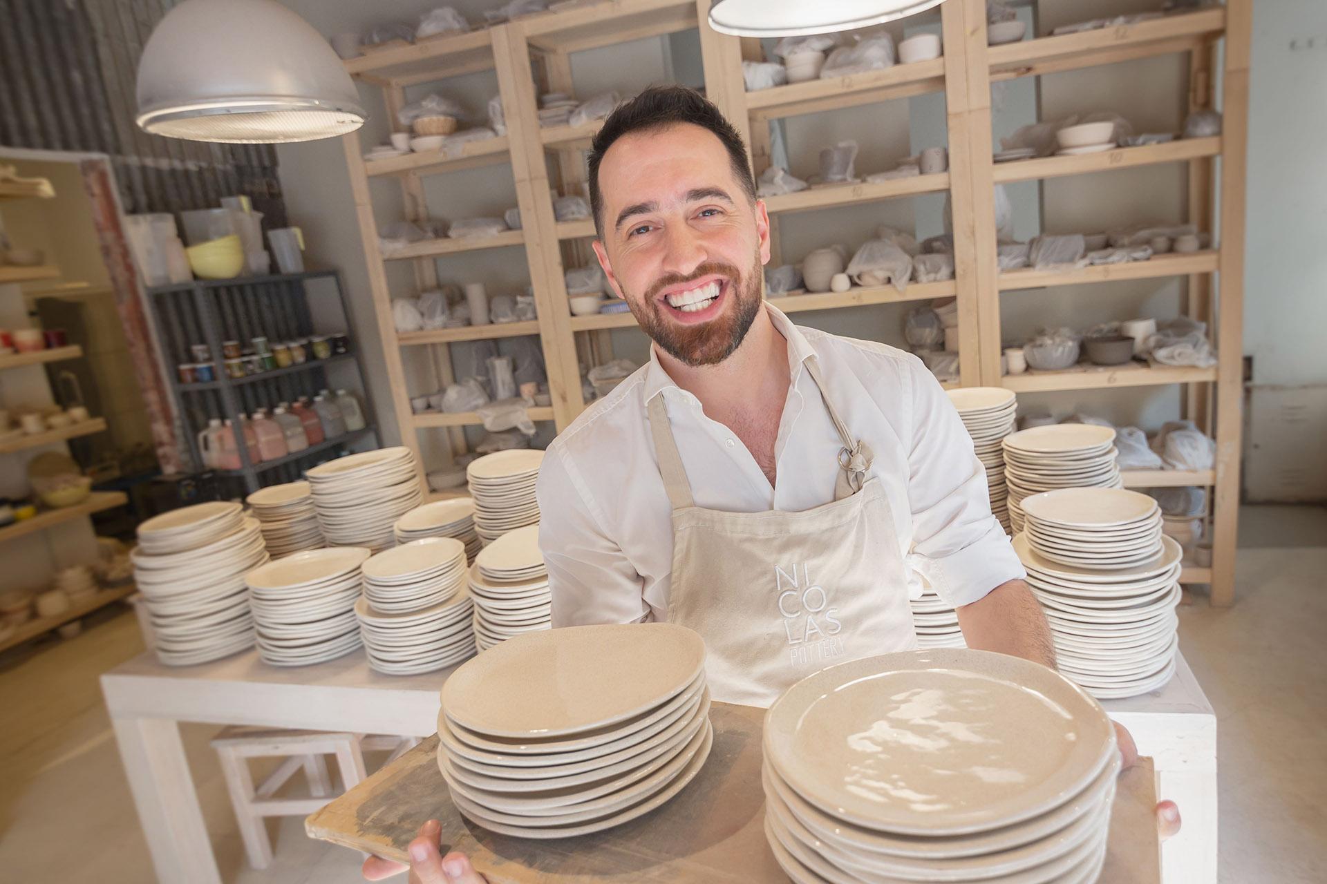 Nicolás Pottery hizo con sus propias manos toda la vajilla que se utilizó en la gran fiesta y estaba, compuesta por más de 2 mil piezas