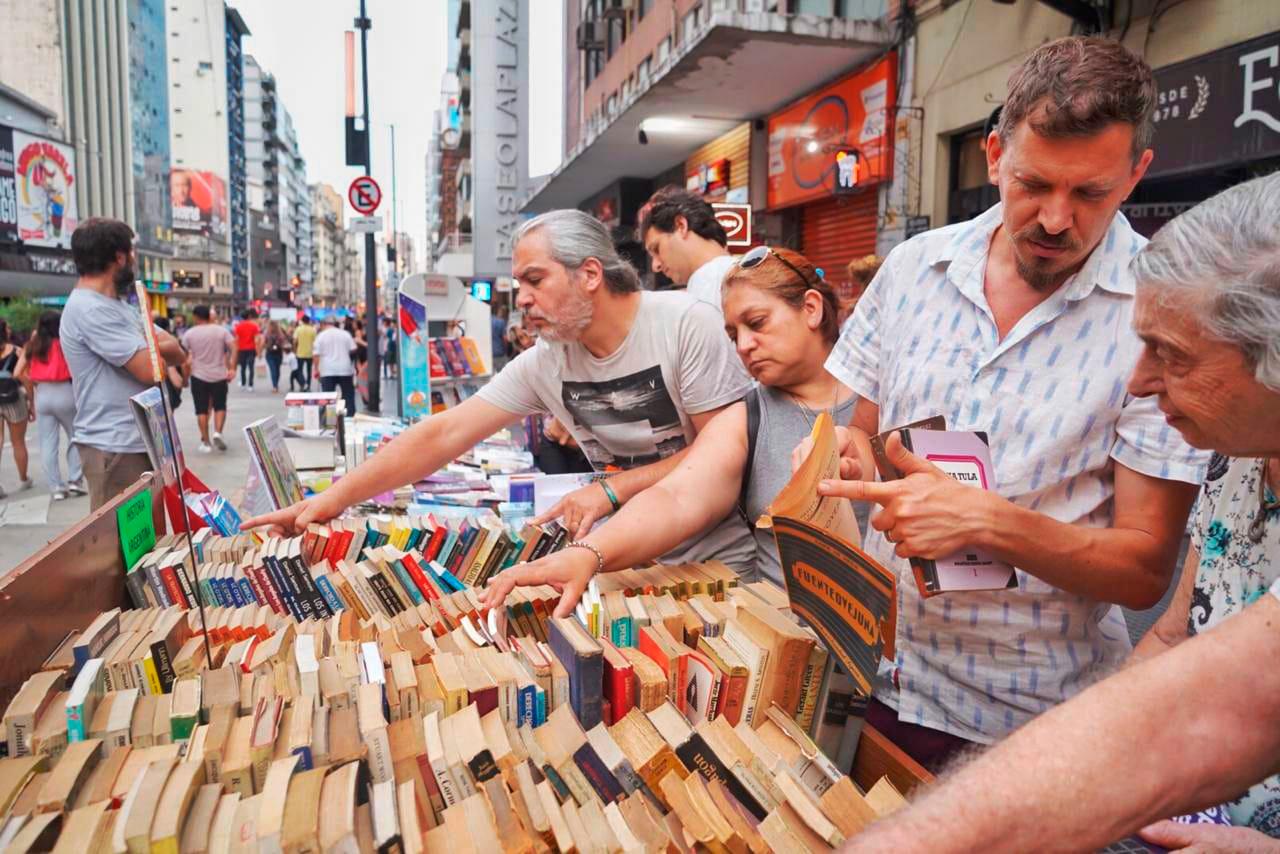 Los puestos a la calle también vendieron gran cantidad de libros.