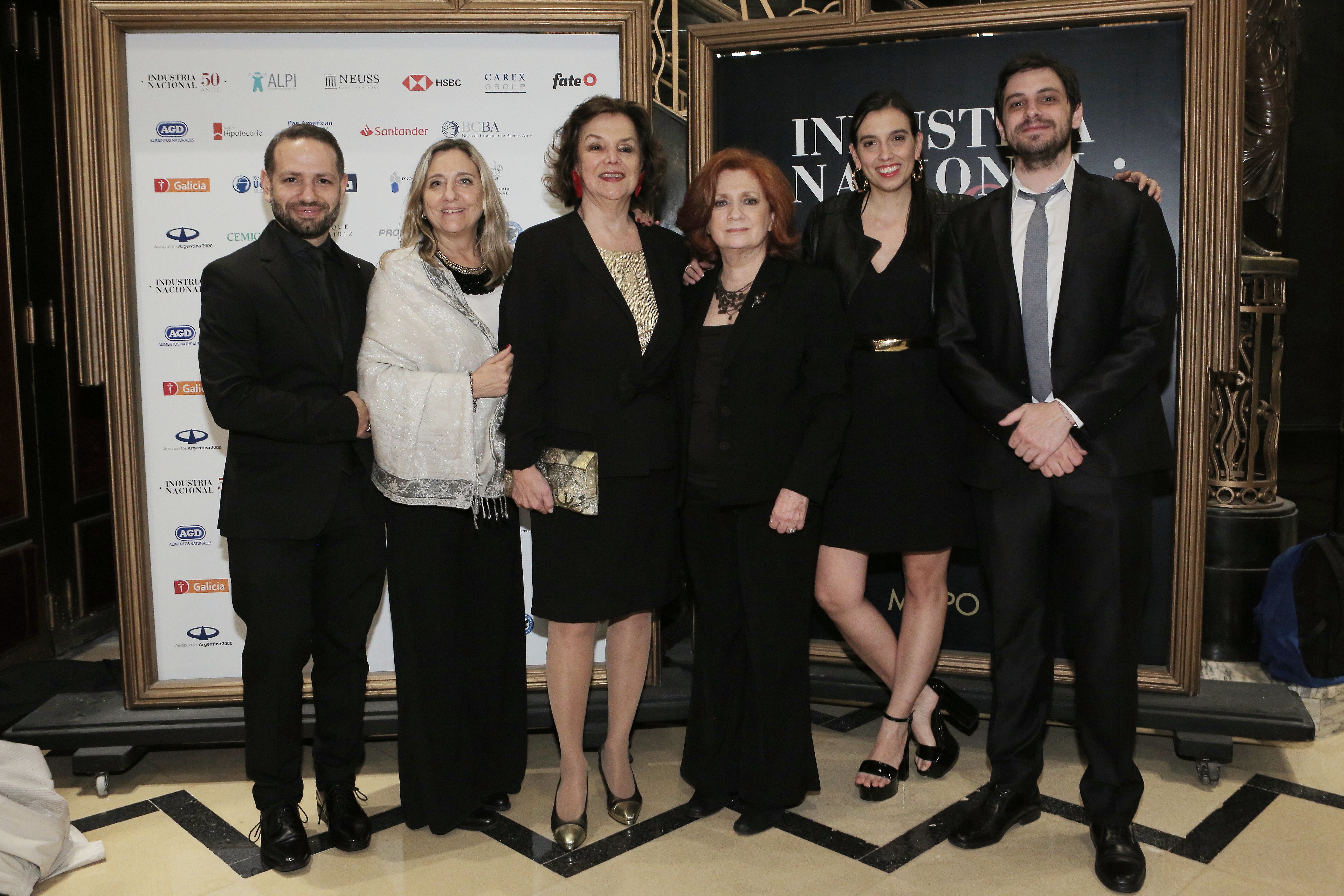 Teresa González Fernández y Amelita Silveyra Reyes junto al equipo de Prensa y Comunicación de ALPI /// Fotos: Gentileza ALPI