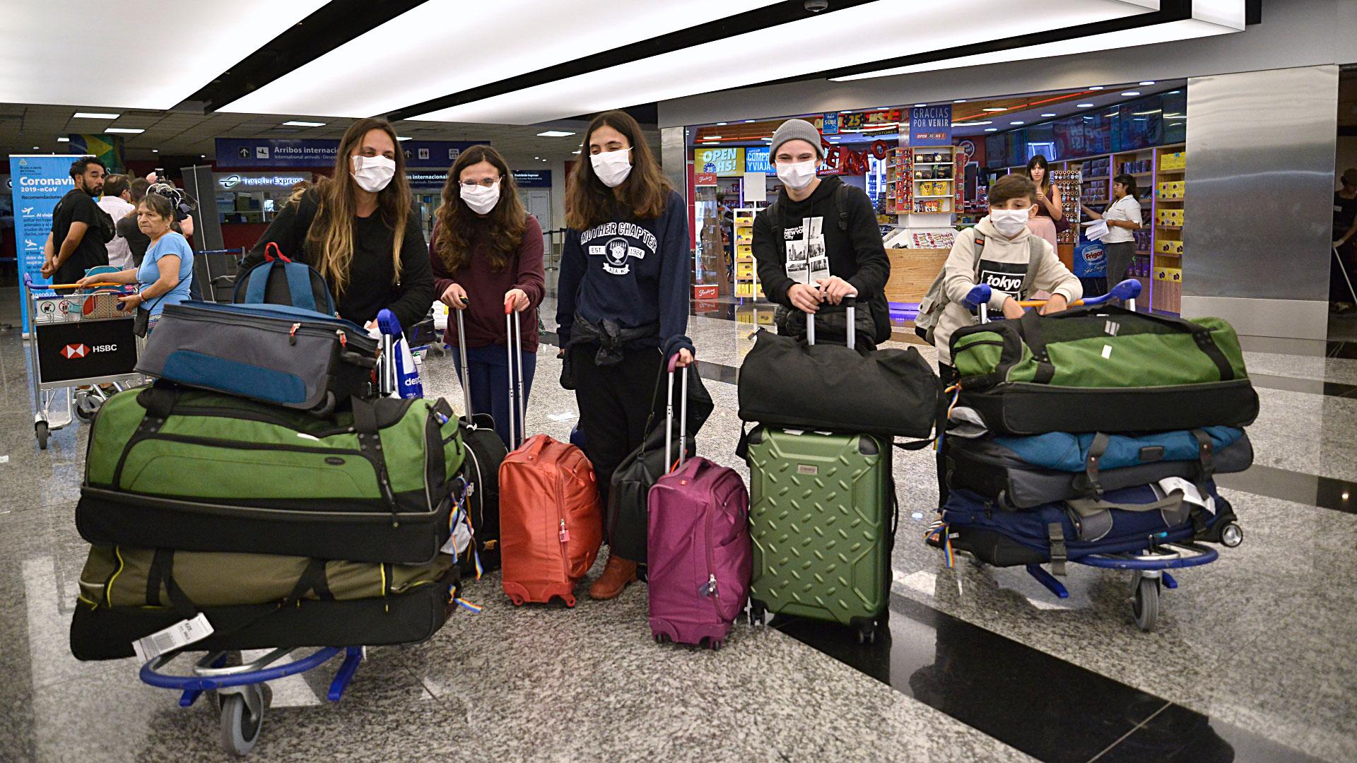Una vez en tierra, los pasajeros aseguraron que las casi dos horas en las que tuvieron que aguardar en la aeronave se vivieron intensamente;