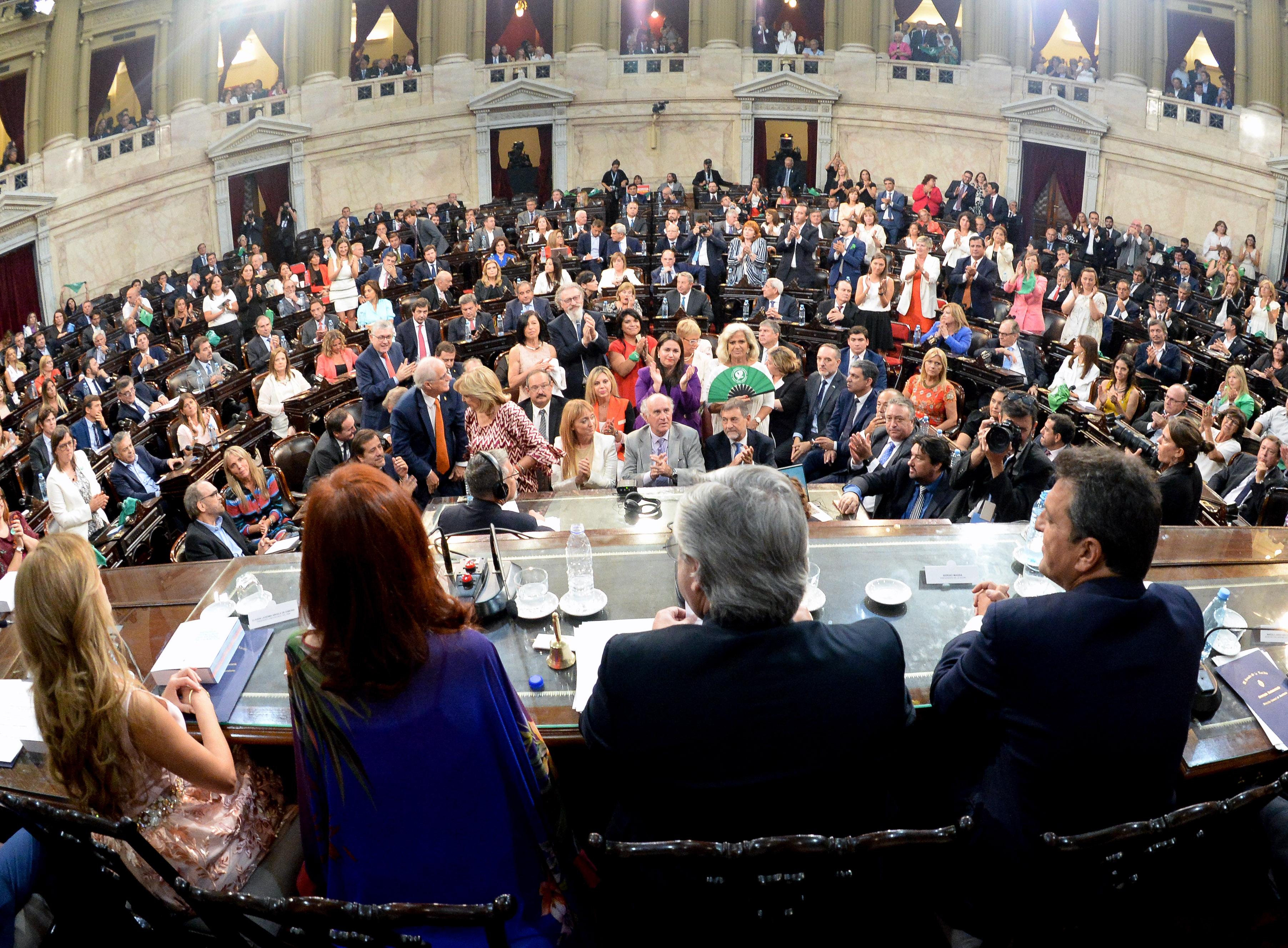 Legisladores, intendentes, ministros, gobernadores, sindicalistas y miembros del Poder Judicial estuvieron en el Congreso