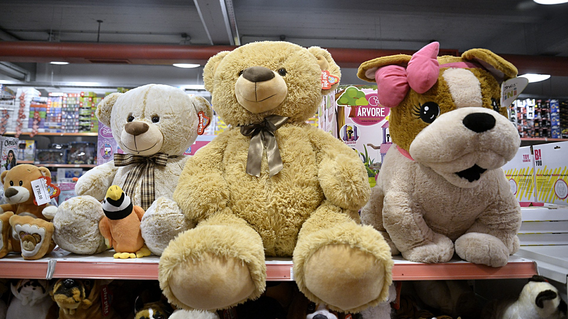 Peluches que pudieron ser comprados en horarios extendidos de las más de mil jugueterías que se adhirieron a a esta iniciativa